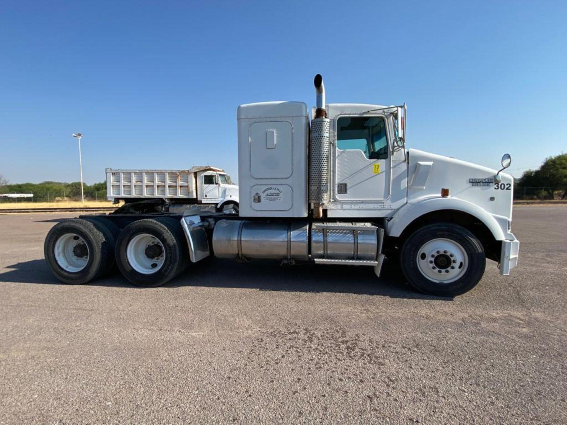 1998 Kenworth Sleeper Truck Tractor, standard transmission of 18 speeds - Image 17 of 55