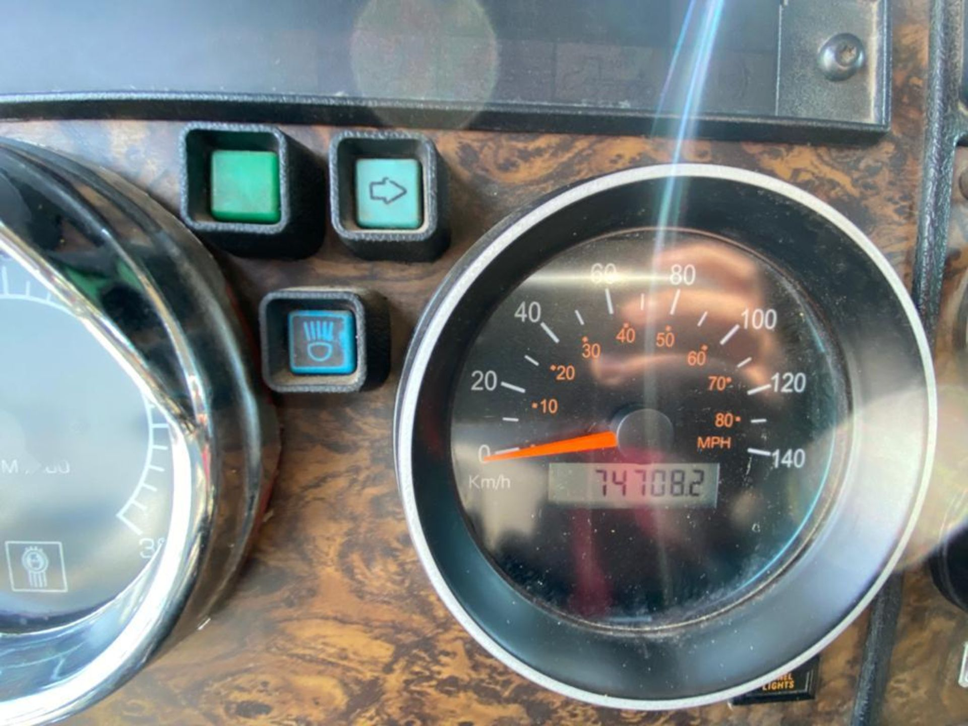 1999 Kenworth Sleeper truck tractor, standard transmission of 18 speeds - Image 41 of 72