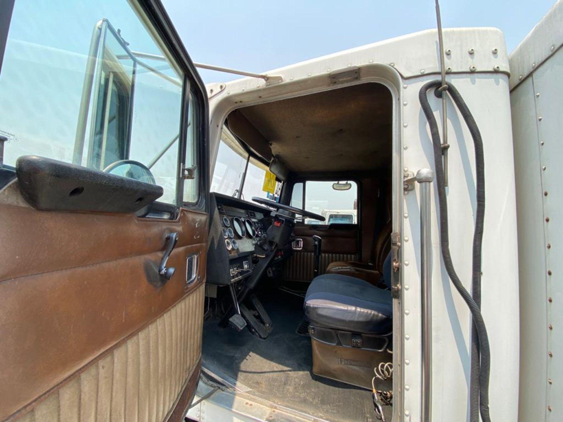 1999 Kenworth Sleeper truck tractor, standard transmission of 18 speeds - Image 47 of 70
