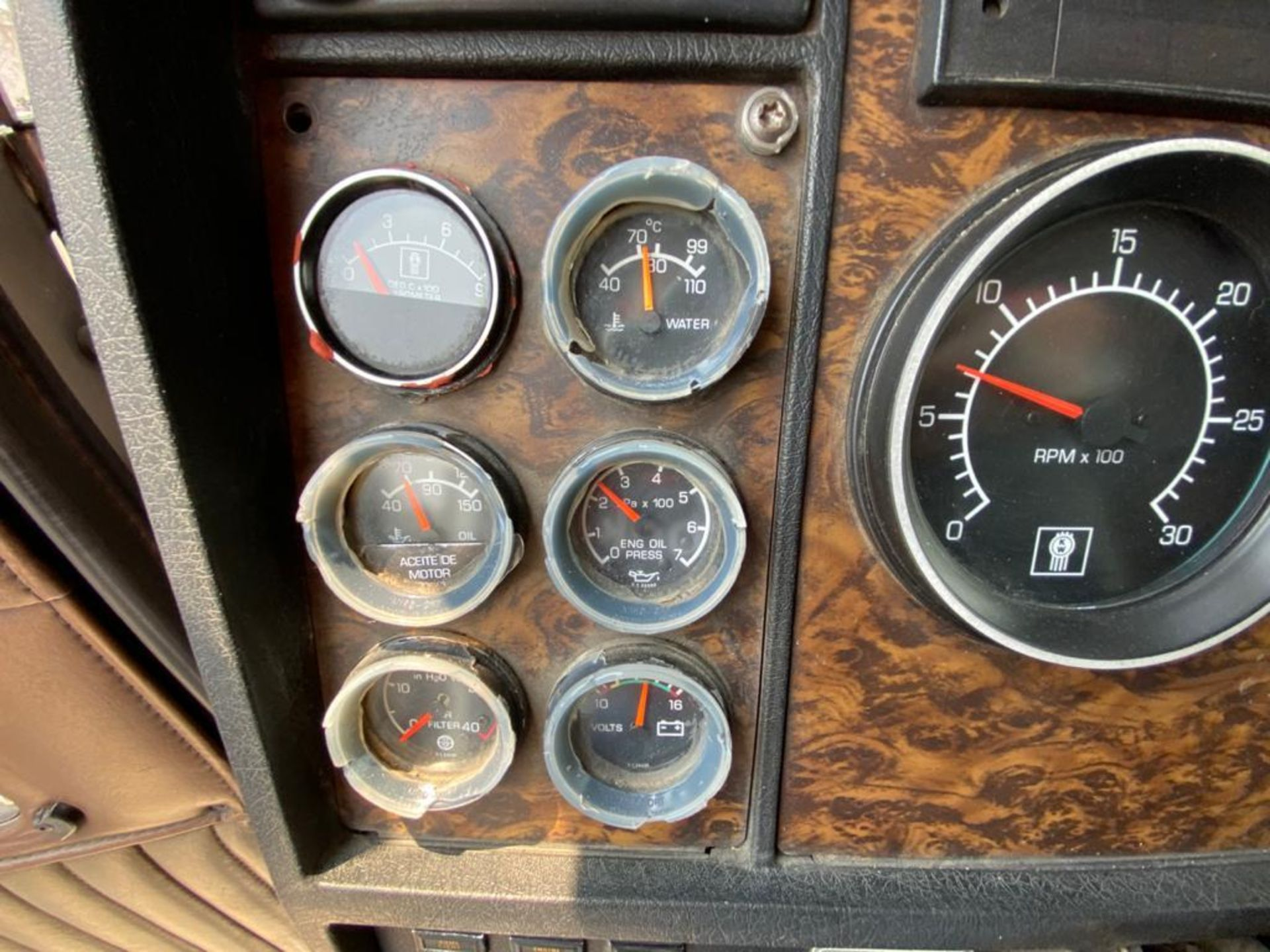 1999 Kenworth Sleeper truck tractor, standard transmission of 18 speeds - Image 40 of 70