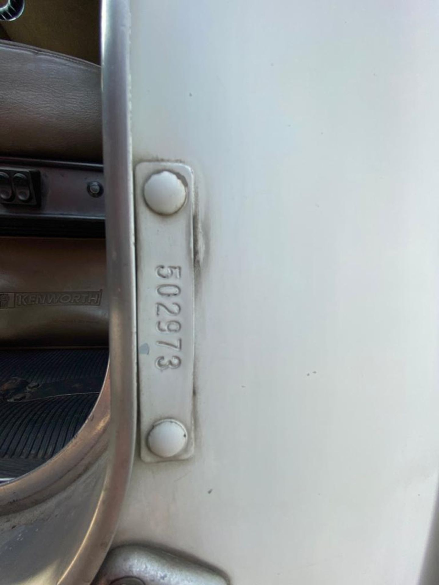 1999 Kenworth Sleeper truck tractor, standard transmission of 18 speeds - Image 49 of 72