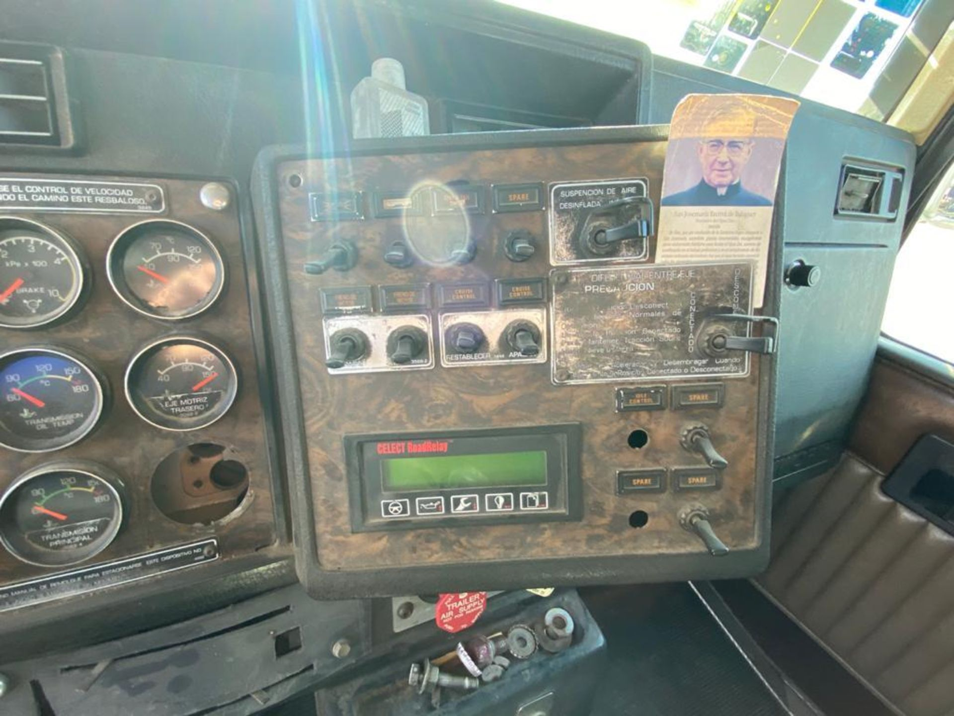 1998 Kenworth Sleeper Truck Tractor, standard transmission of 18 speeds - Image 32 of 55
