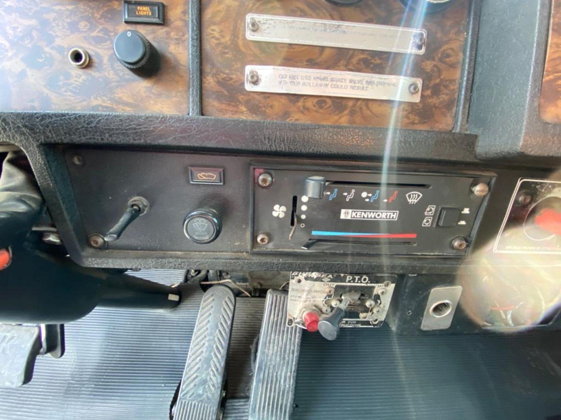 1999 Kenworth Sleeper truck tractor, standard transmission of 18 speeds - Image 39 of 72