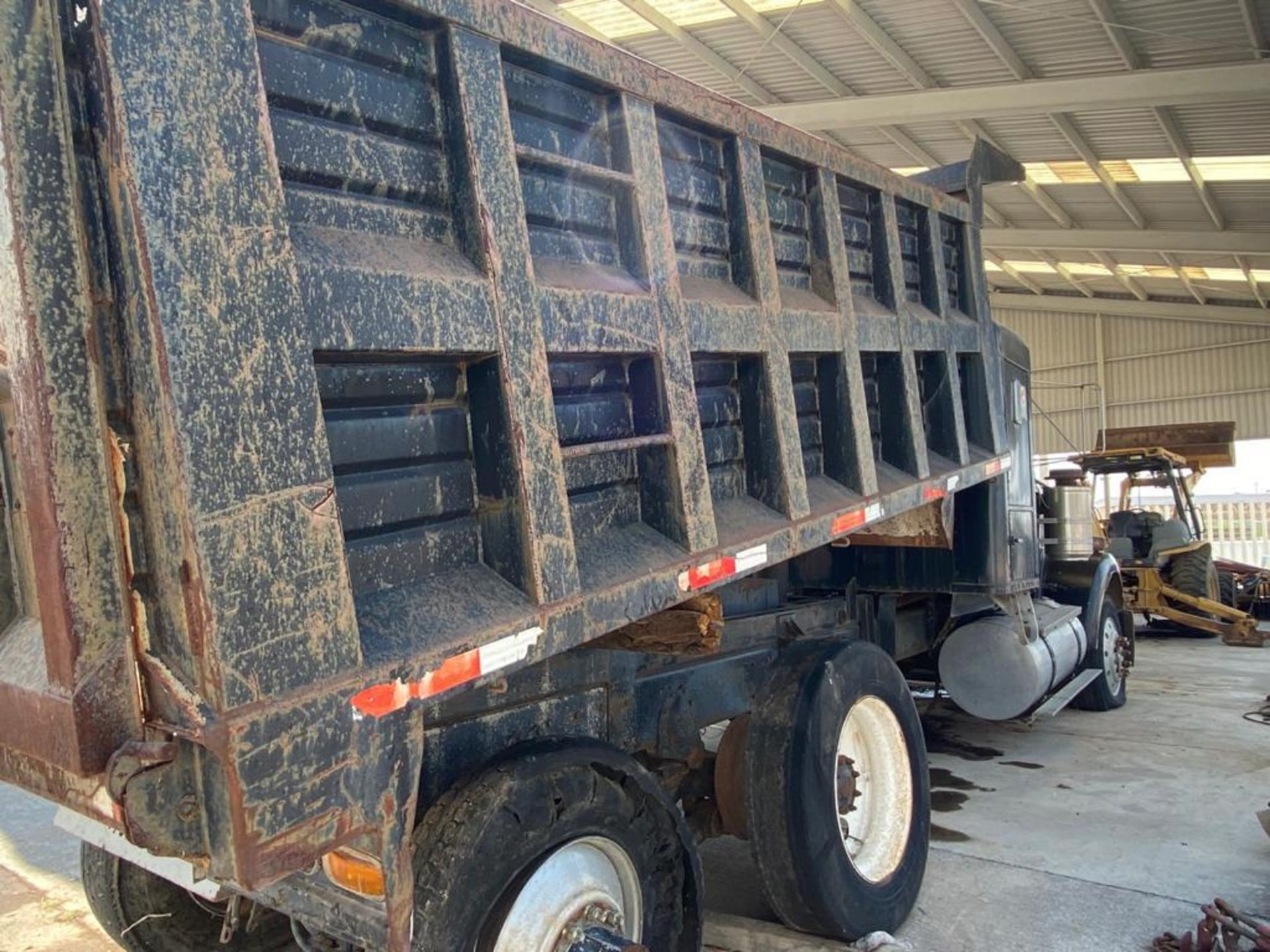 1983 Kenworth Dump Truck, standard transmission of 10 speeds, with Cummins motor - Image 20 of 68