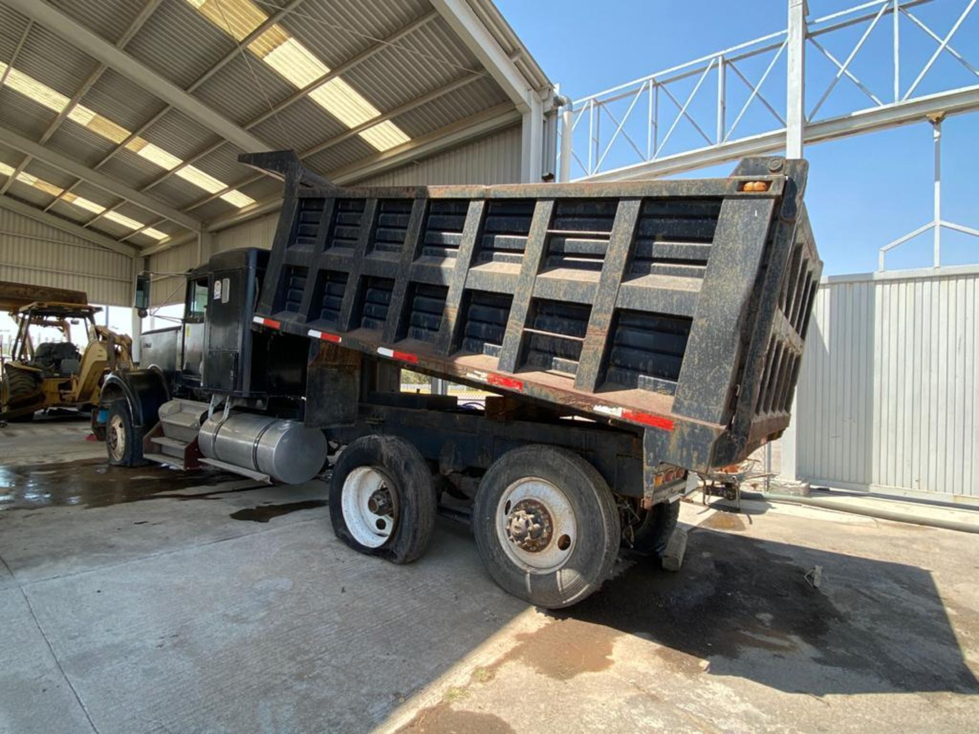 1983 Kenworth Dump Truck, standard transmission of 10 speeds, with Cummins motor - Image 18 of 68