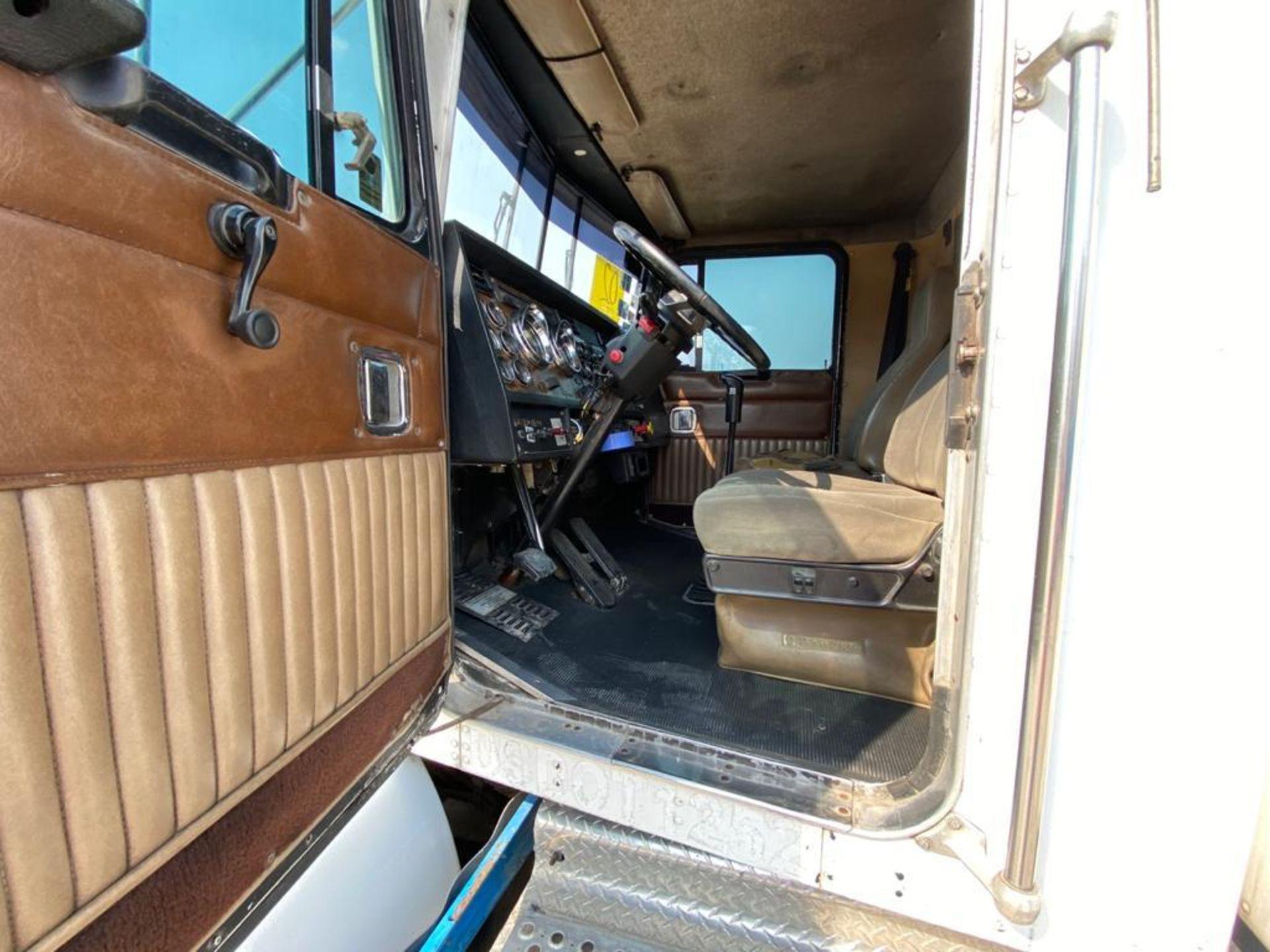 1999 Kenworth Sleeper truck tractor, standard transmission of 18 speeds - Image 31 of 75