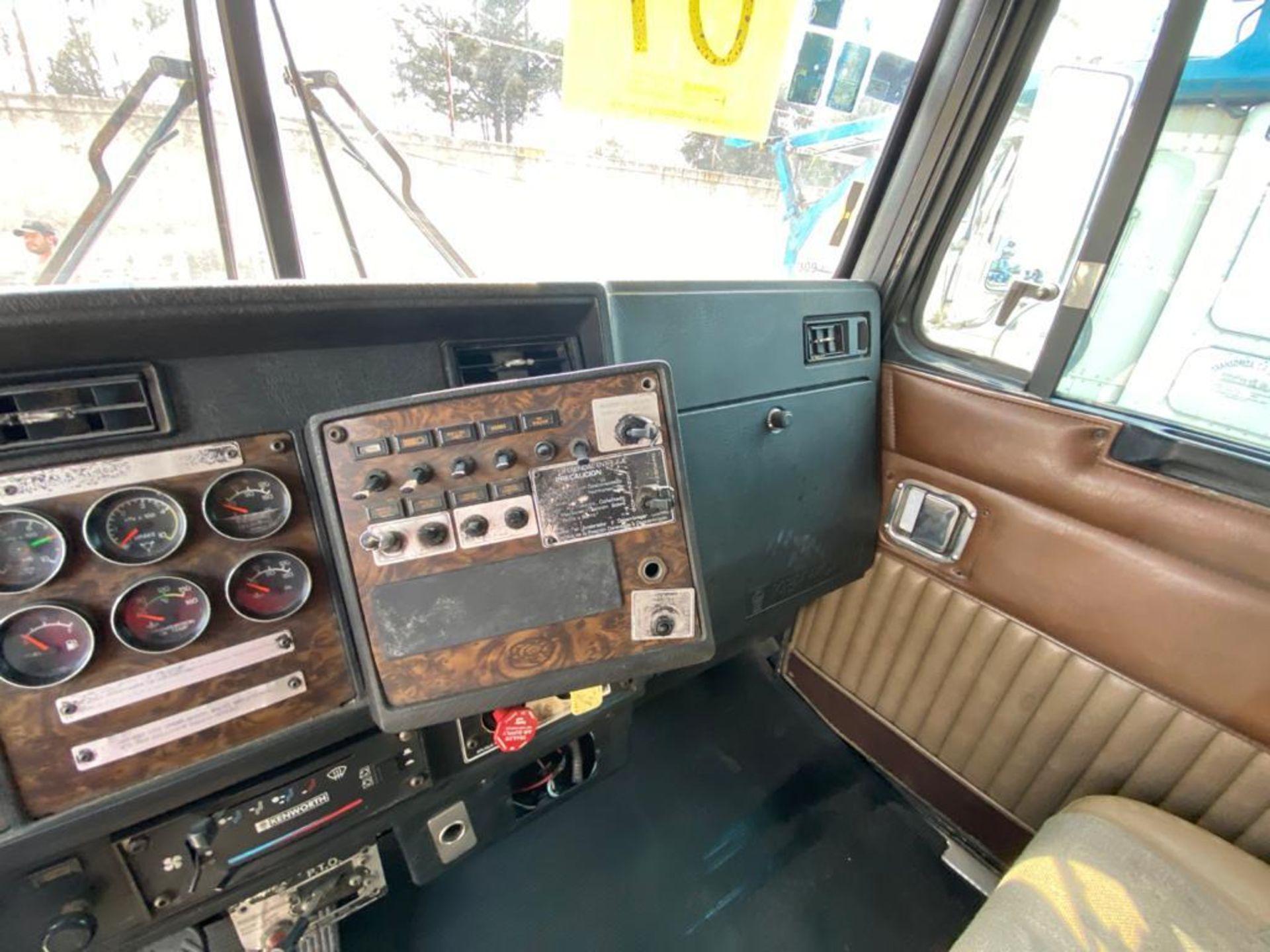 1999 Kenworth Sleeper truck tractor, standard transmission of 18 speeds - Image 35 of 72