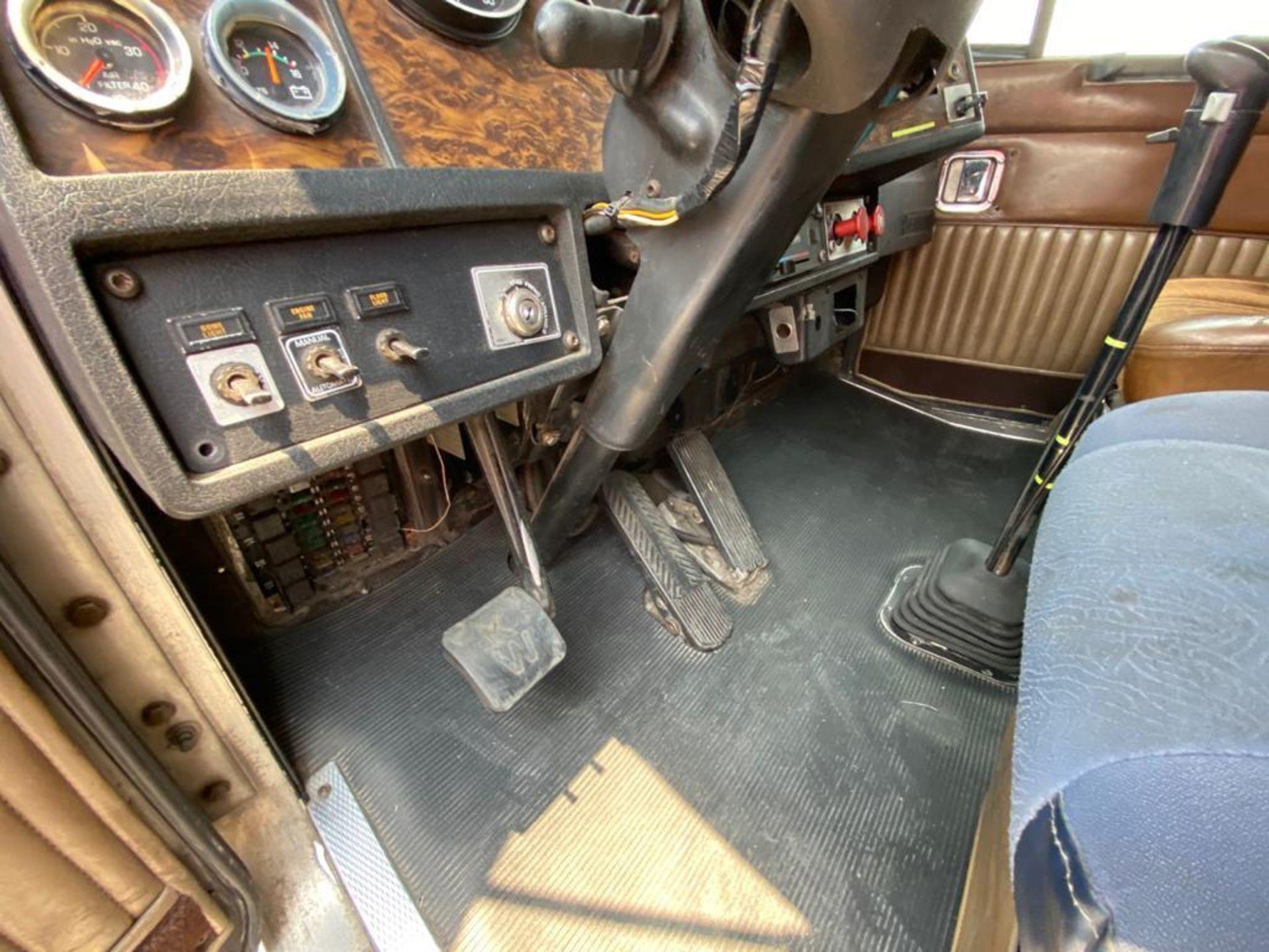 1999 Kenworth Sleeper truck tractor, standard transmission of 18 speeds - Image 43 of 70
