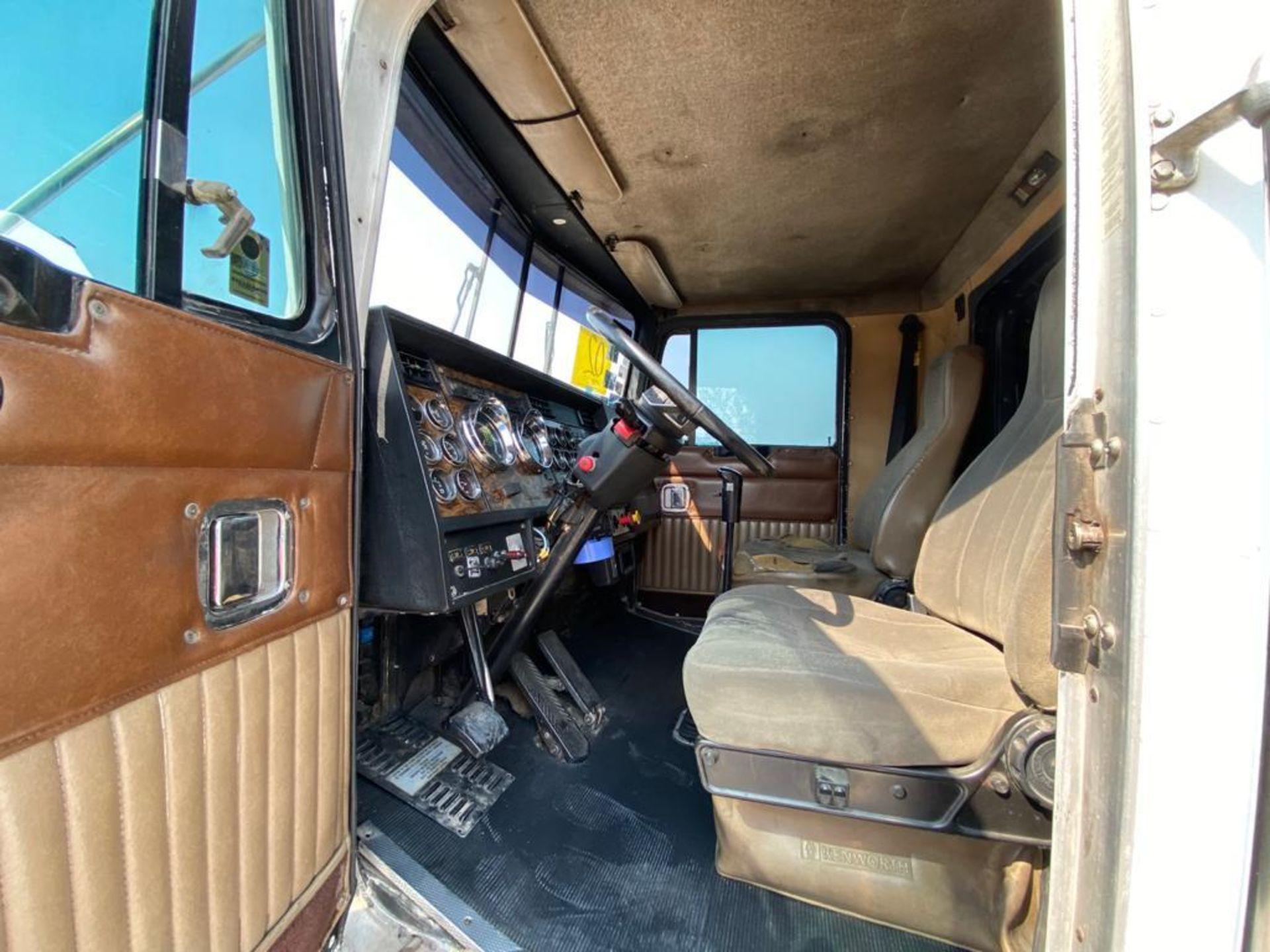 1999 Kenworth Sleeper truck tractor, standard transmission of 18 speeds - Image 50 of 75