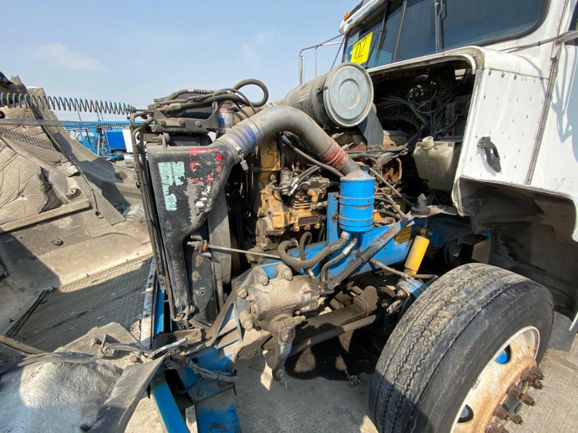 1999 Kenworth Sleeper truck tractor, standard transmission of 18 speeds - Image 59 of 75