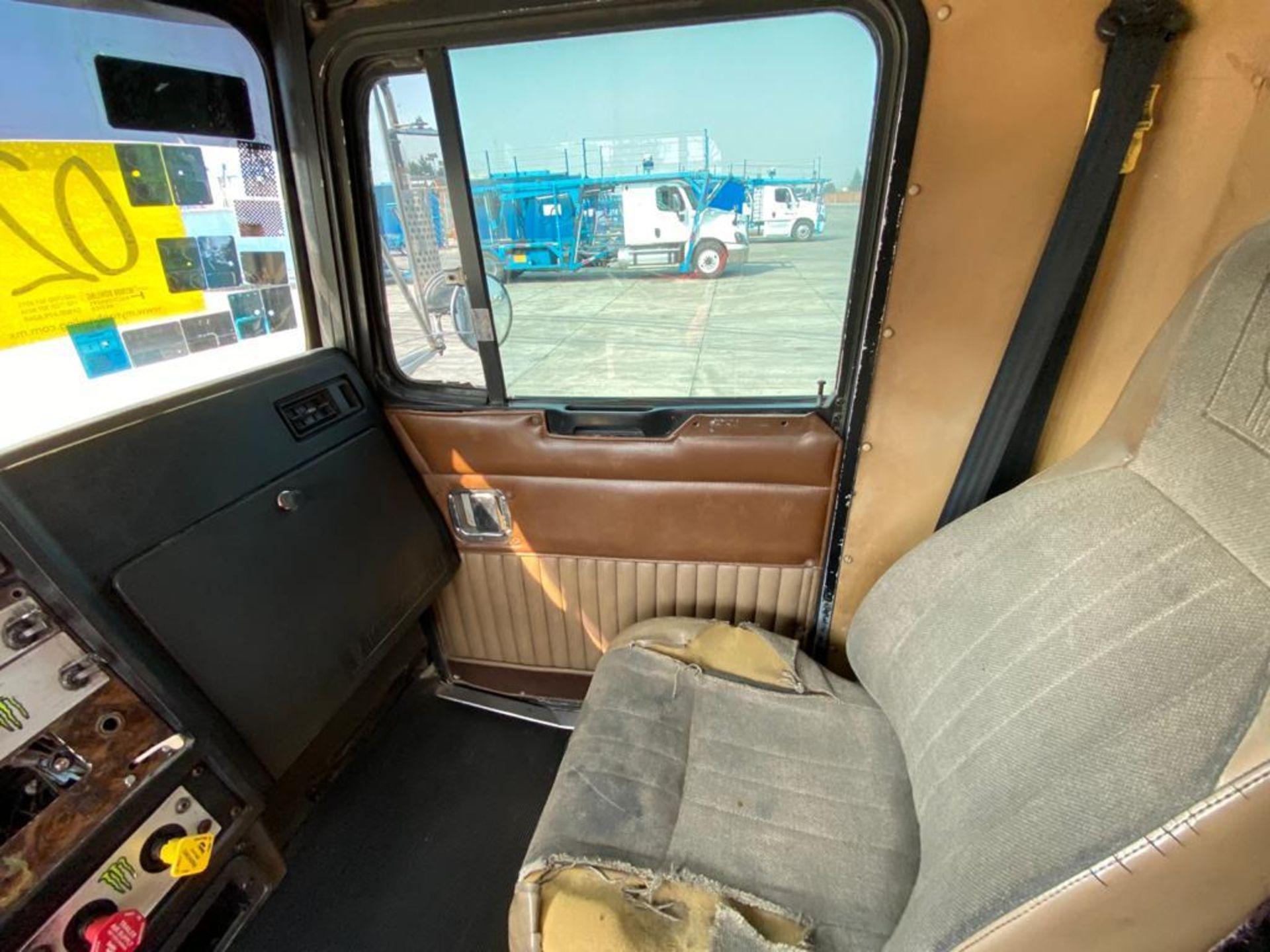 1999 Kenworth Sleeper truck tractor, standard transmission of 18 speeds - Image 41 of 75