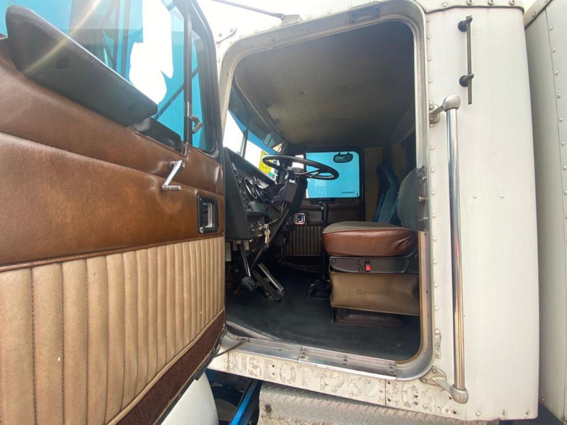1999 Kenworth Sleeper truck tractor, standard transmission of 18 speeds - Image 46 of 62