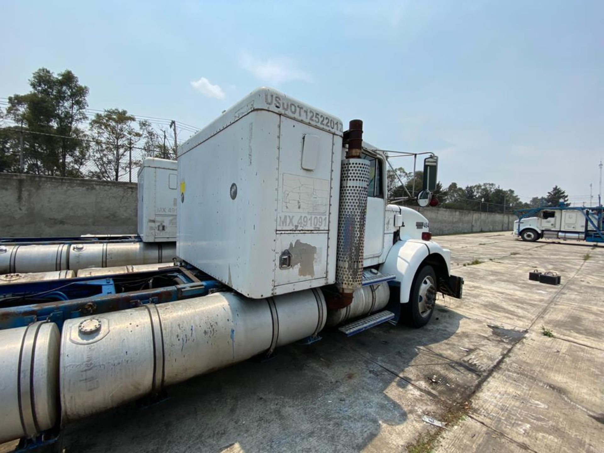 1999 Kenworth Sleeper truck tractor, standard transmission of 18 speeds - Image 25 of 70