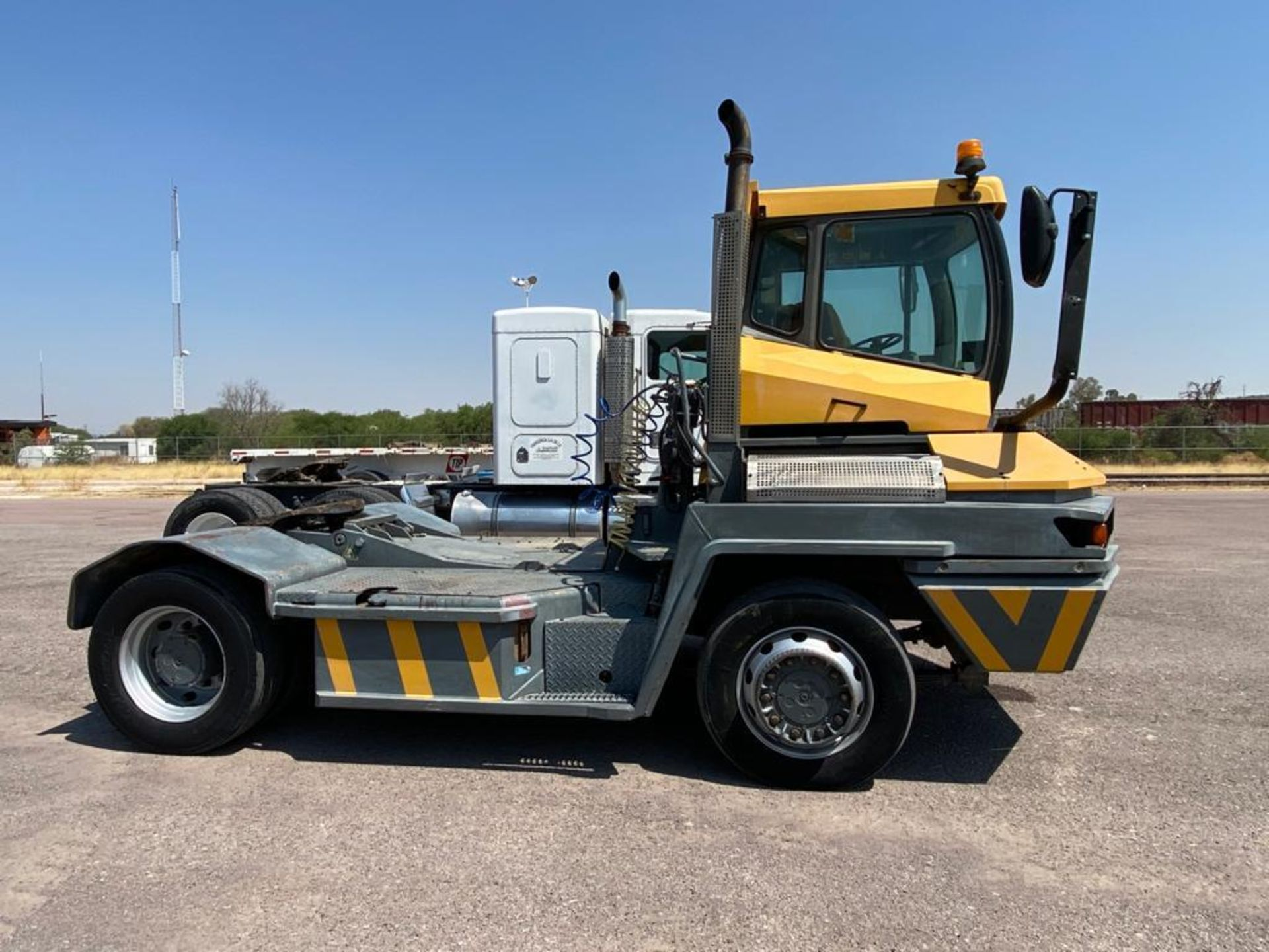 Terberg Capacity 2002 Terminal Tractor, automatic transmission, with Volvo motor - Image 3 of 28