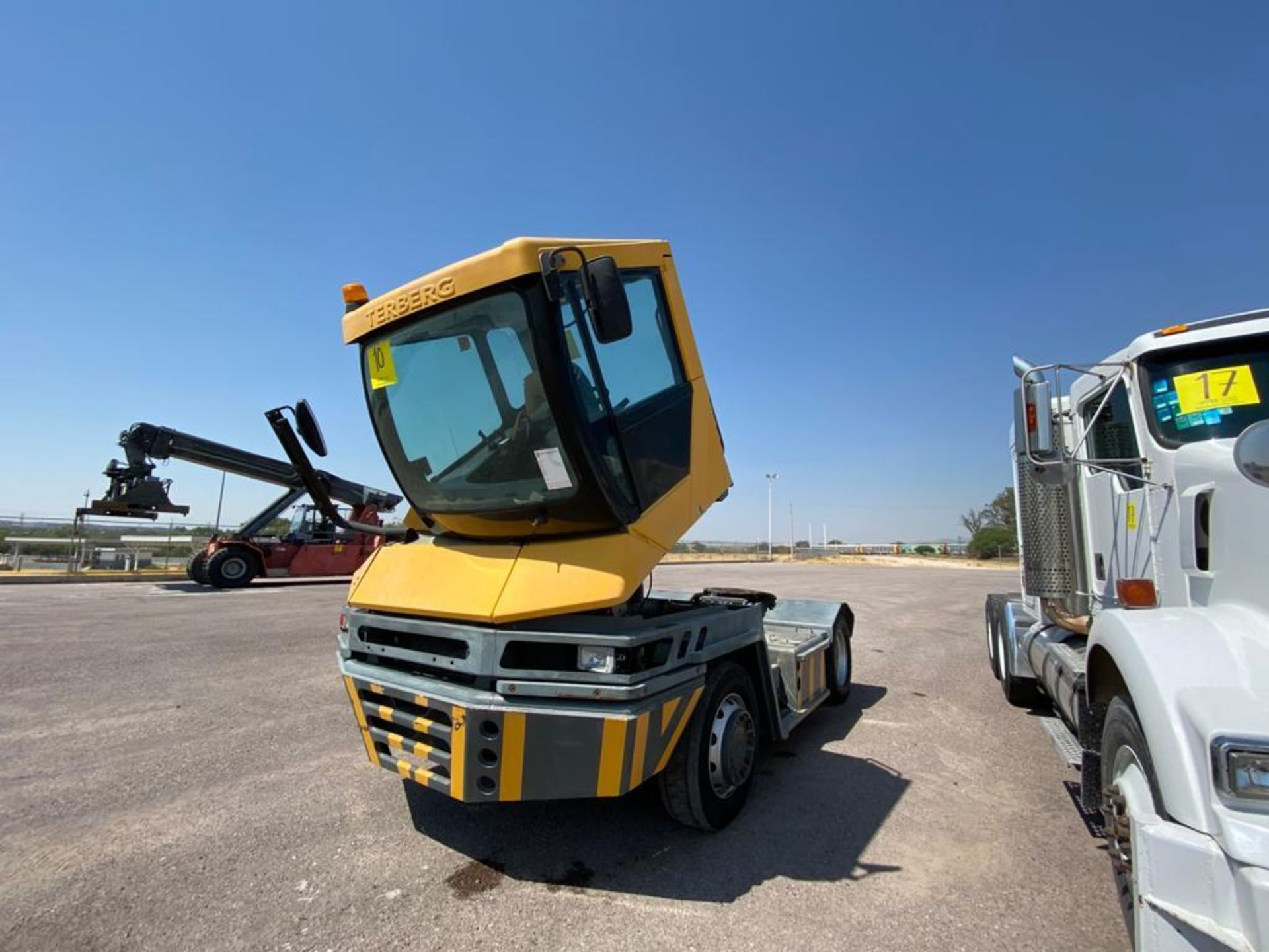Terberg Capacity 2002 Terminal Tractor, automatic transmission, with Volvo motor - Image 8 of 28