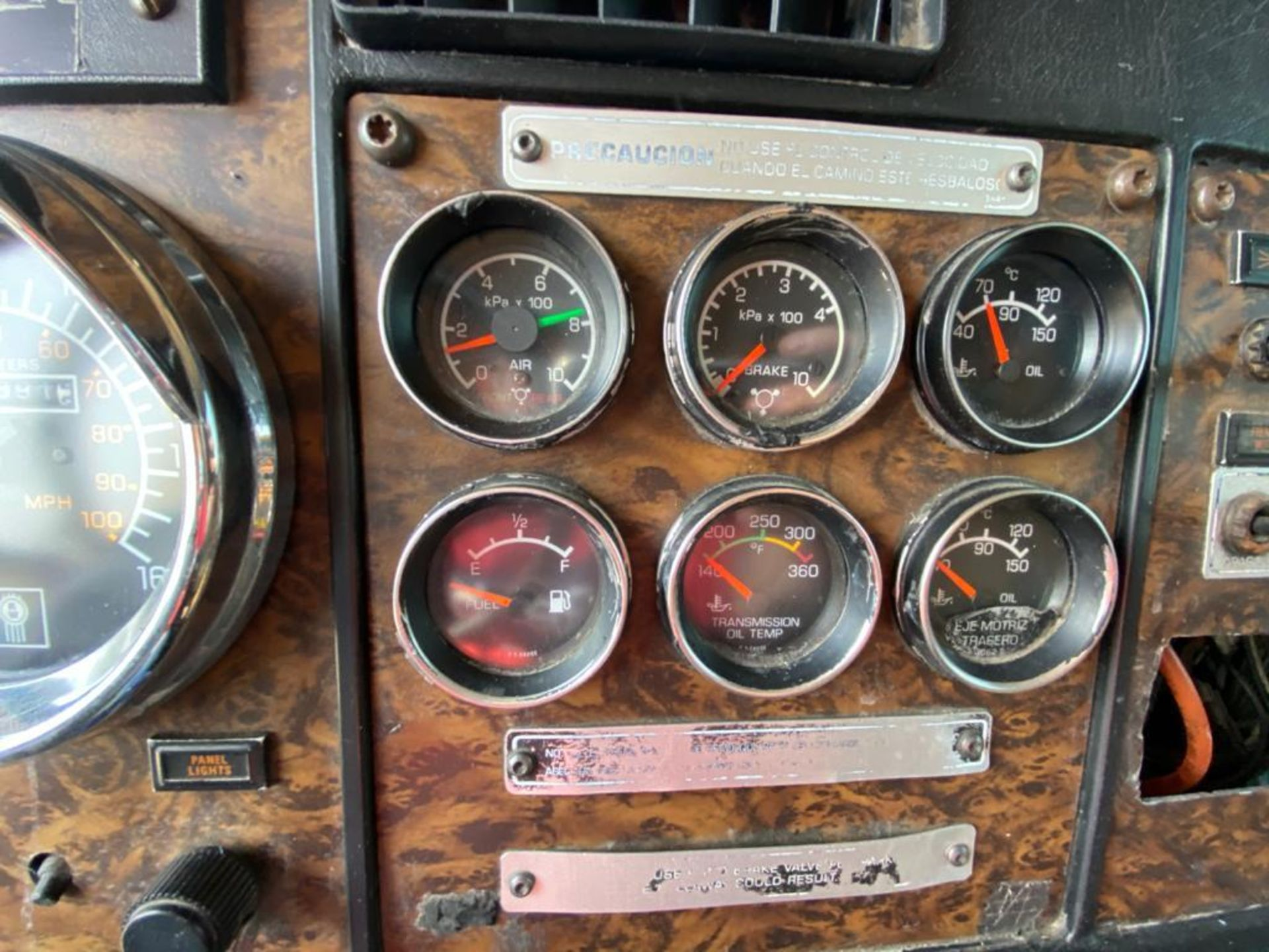 1999 Kenworth Sleeper truck tractor, standard transmission of 18 speeds - Image 42 of 75