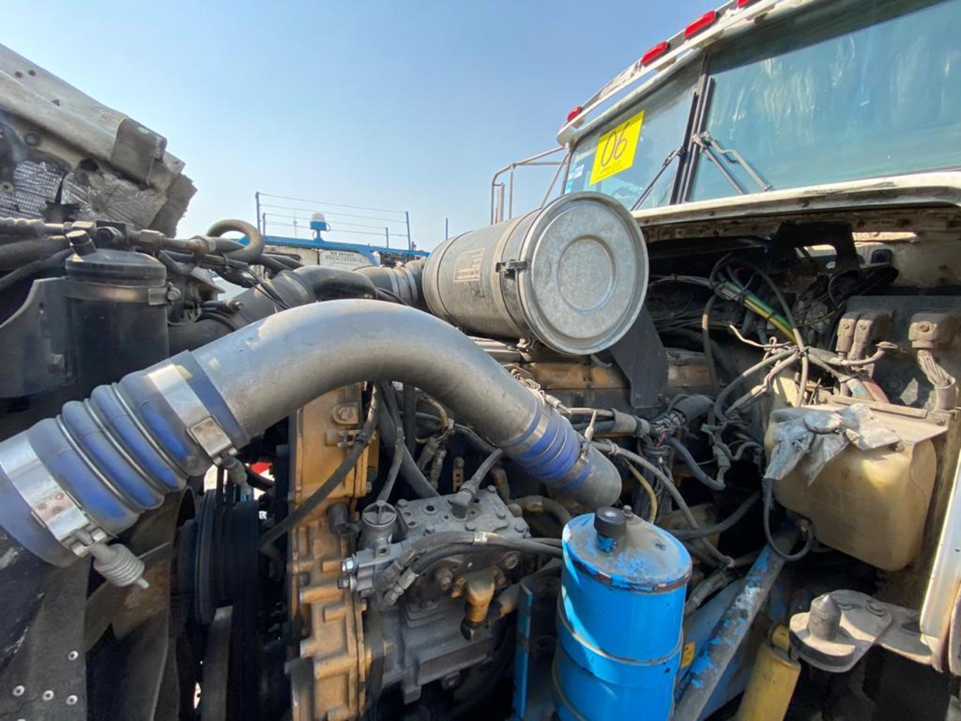 1998 Kenworth Sleeper truck tractor, standard transmission of 18 speeds - Image 72 of 75