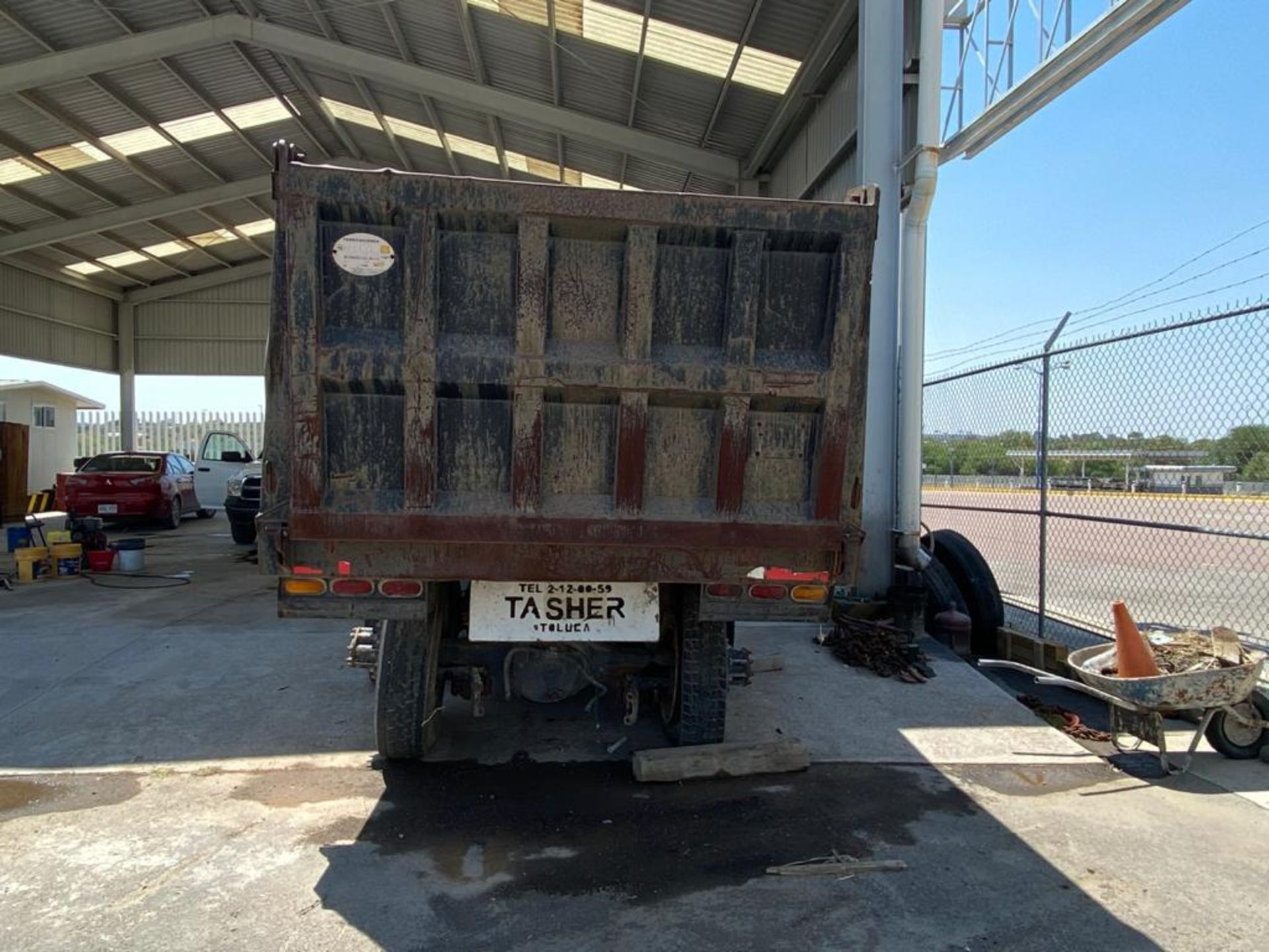 1983 Kenworth Dump Truck, standard transmission of 10 speeds, with Cummins motor - Image 12 of 68
