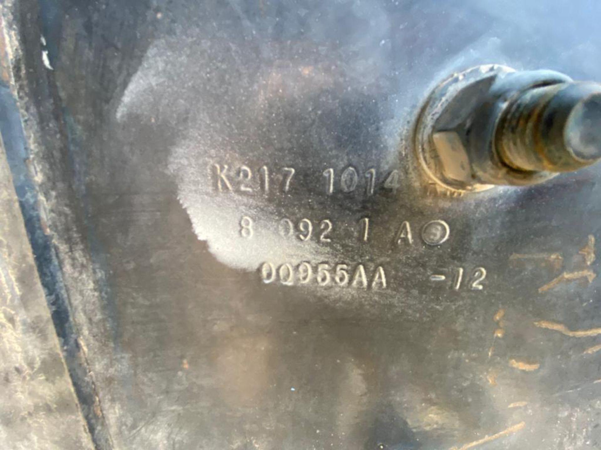 1998 Kenworth 5000 Gallon, standard transmission of 16 speeds - Image 59 of 68