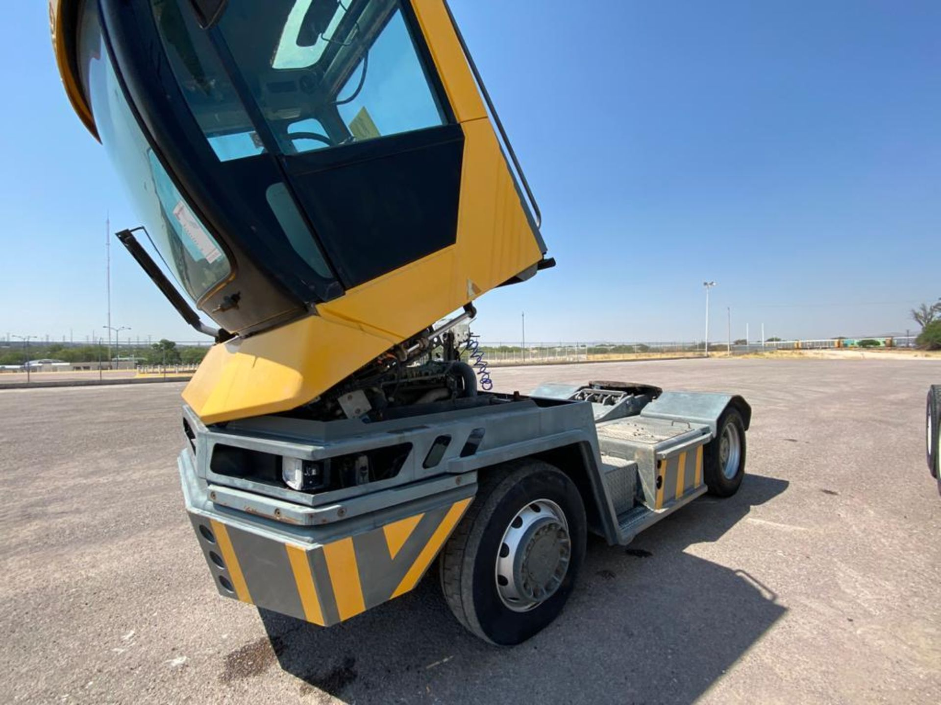 Terberg Capacity 2002 Terminal Tractor, automatic transmission, with Volvo motor - Image 10 of 28