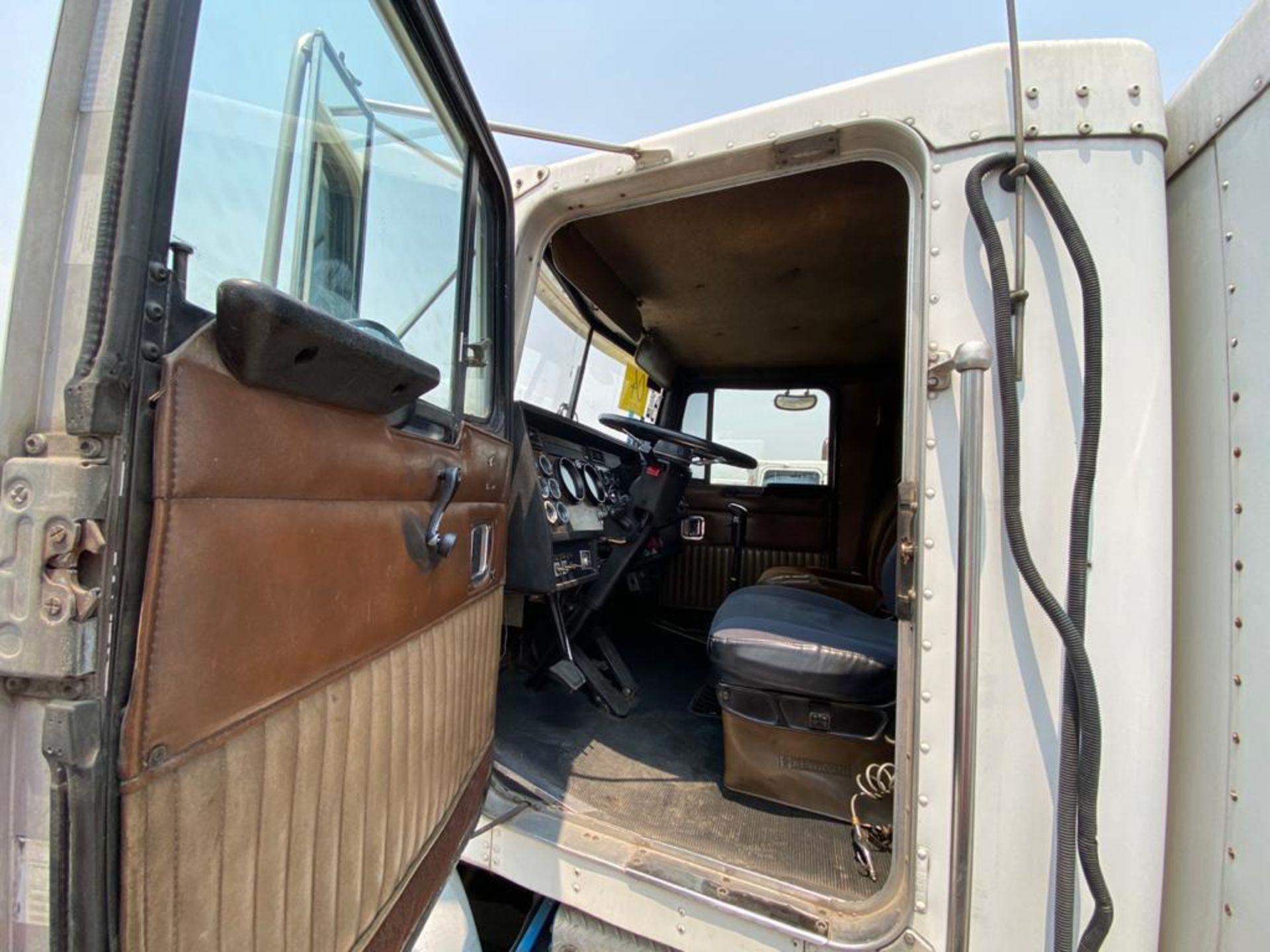 1999 Kenworth Sleeper truck tractor, standard transmission of 18 speeds - Image 48 of 70
