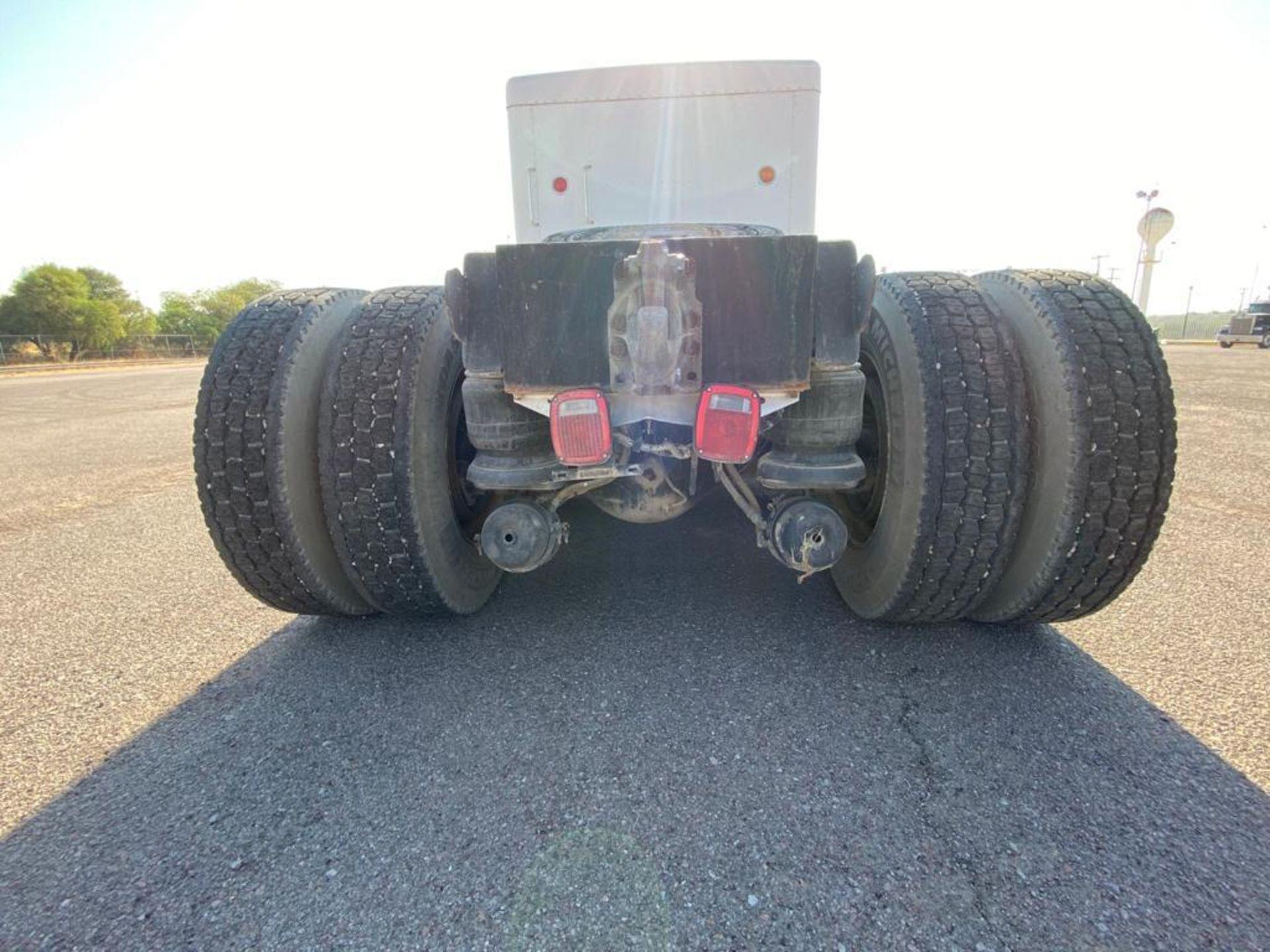 1998 Kenworth Sleeper Truck Tractor, standard transmission of 18 speeds - Image 21 of 55
