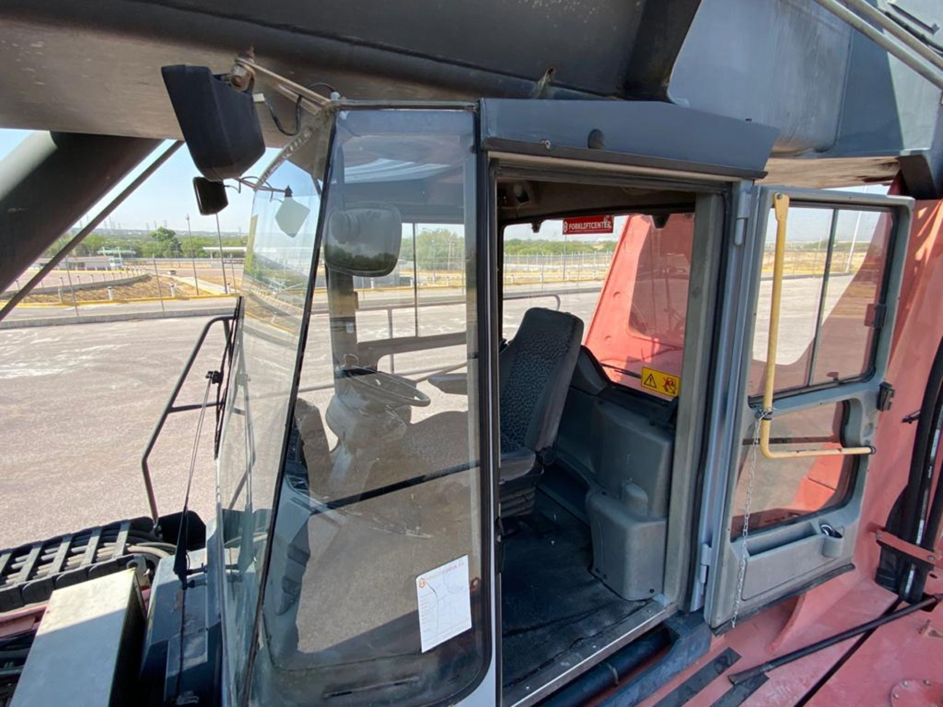 Reach Stacker marca Kalmar, año 2004, modelo DRS4531-55, No de serie T341140079 - Image 31 of 57