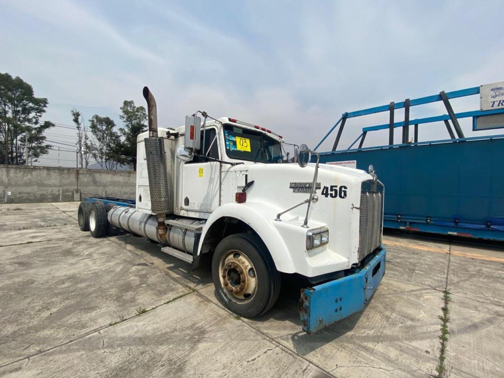 1999 Kenworth Sleeper truck tractor, standard transmission of 18 speeds