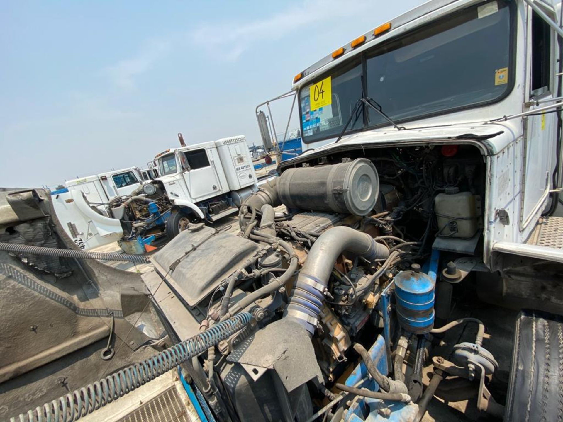 1999 Kenworth Sleeper truck tractor, standard transmission of 18 speeds - Image 60 of 70