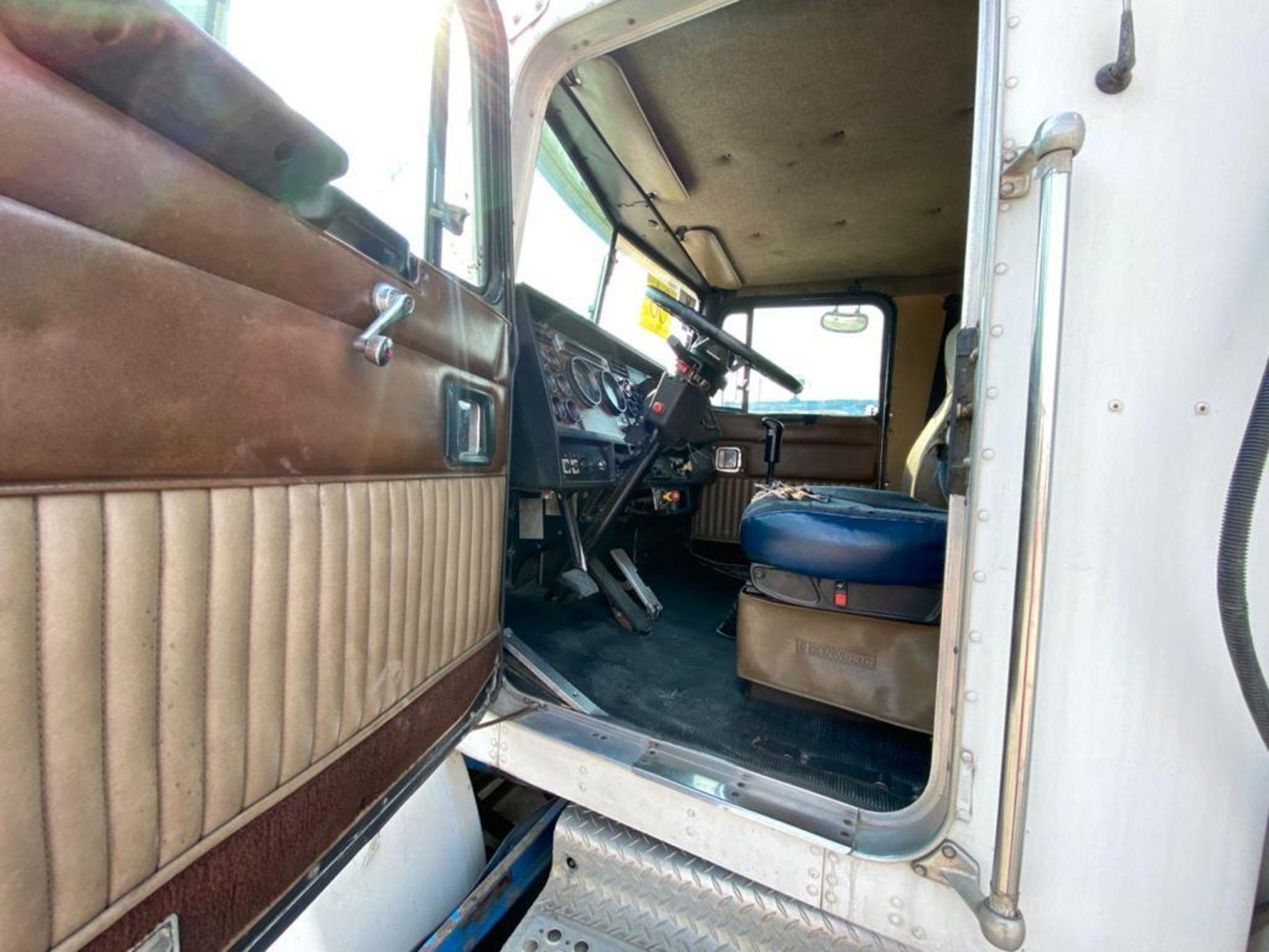 1998 Kenworth Sleeper truck tractor, standard transmission of 18 speeds - Image 28 of 75