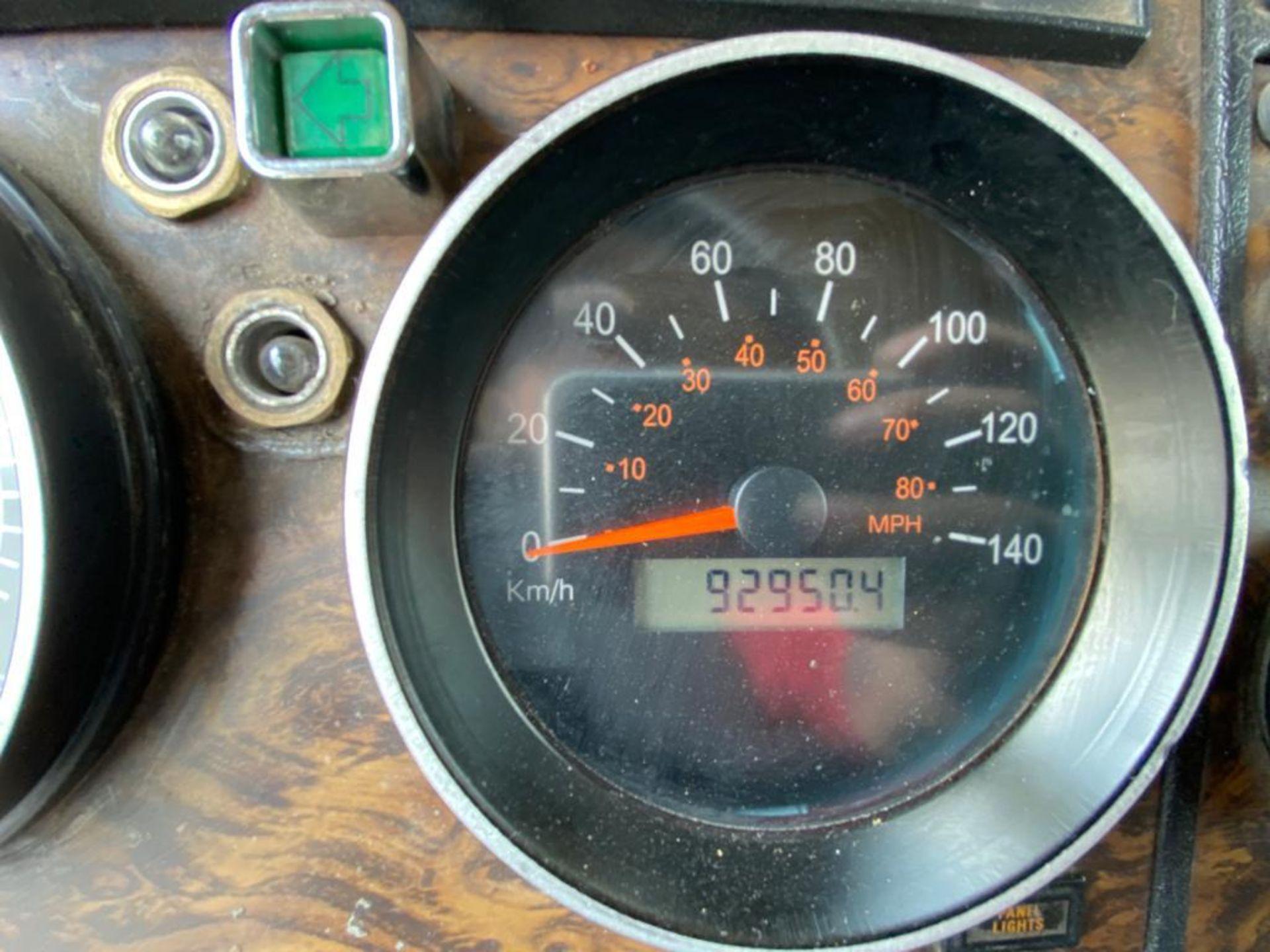 1999 Kenworth Sleeper truck tractor, standard transmission of 18 speeds - Image 38 of 70