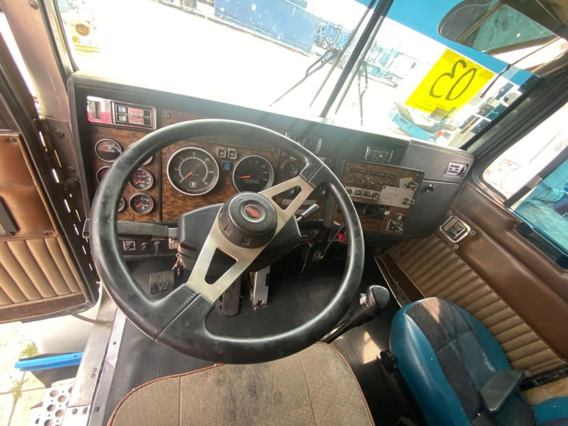 1999 Kenworth Sleeper truck tractor, standard transmission of 18 speeds - Image 39 of 62