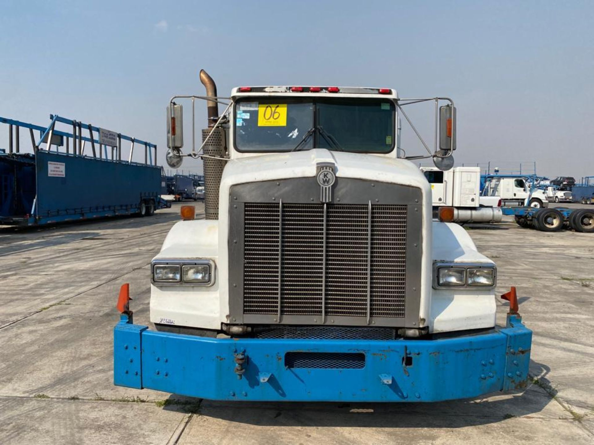 1998 Kenworth Sleeper truck tractor, standard transmission of 18 speeds - Image 4 of 75