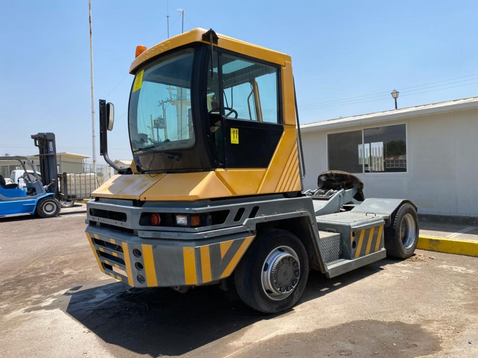 Terberg Capacity 2002 Terminal Tractor, automatic transmission, with Volvo motor - Image 6 of 57