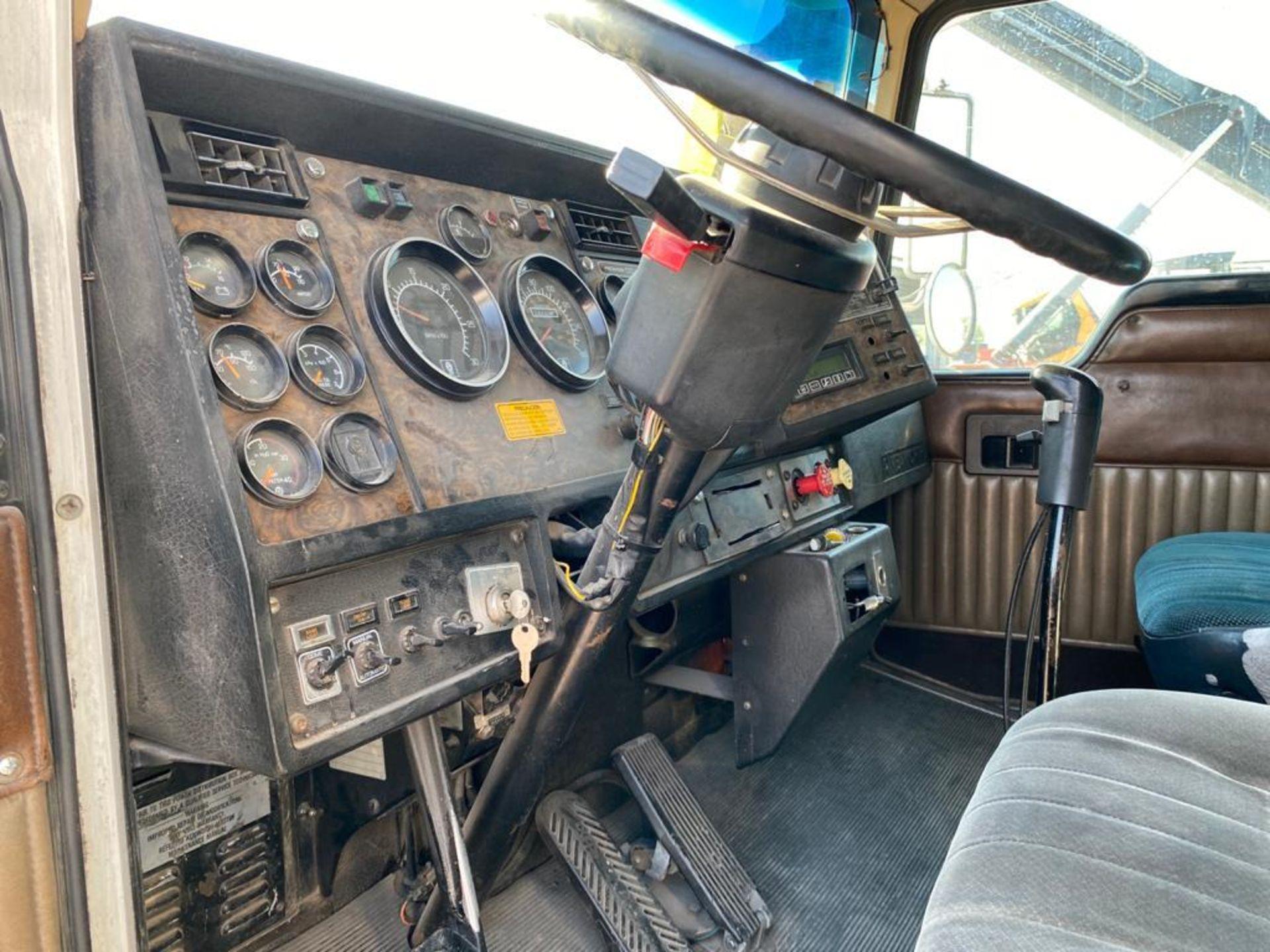 1998 Kenworth Sleeper Truck Tractor, standard transmission of 18 speeds - Image 38 of 55