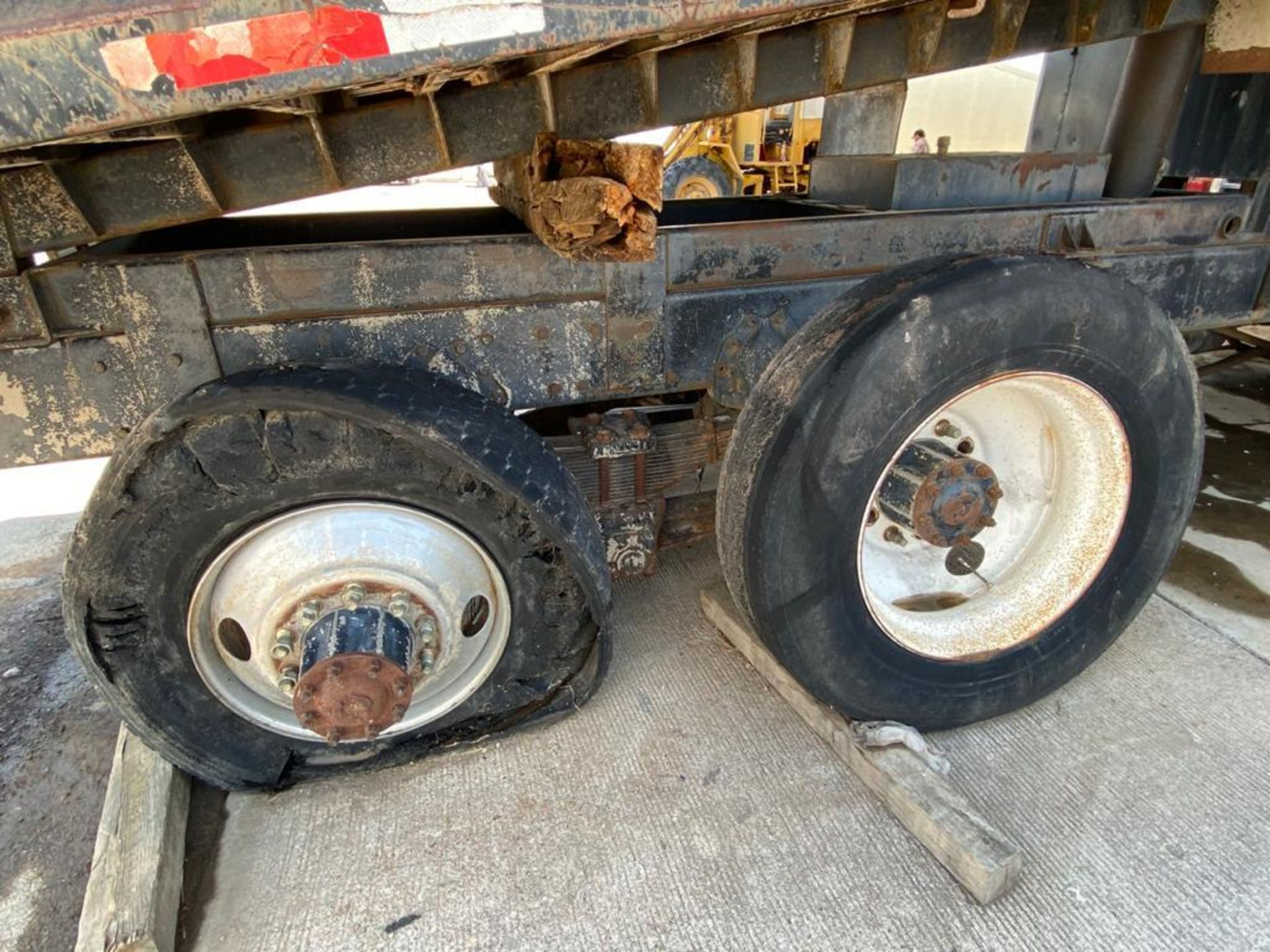 1983 Kenworth Dump Truck, standard transmission of 10 speeds, with Cummins motor - Image 54 of 68