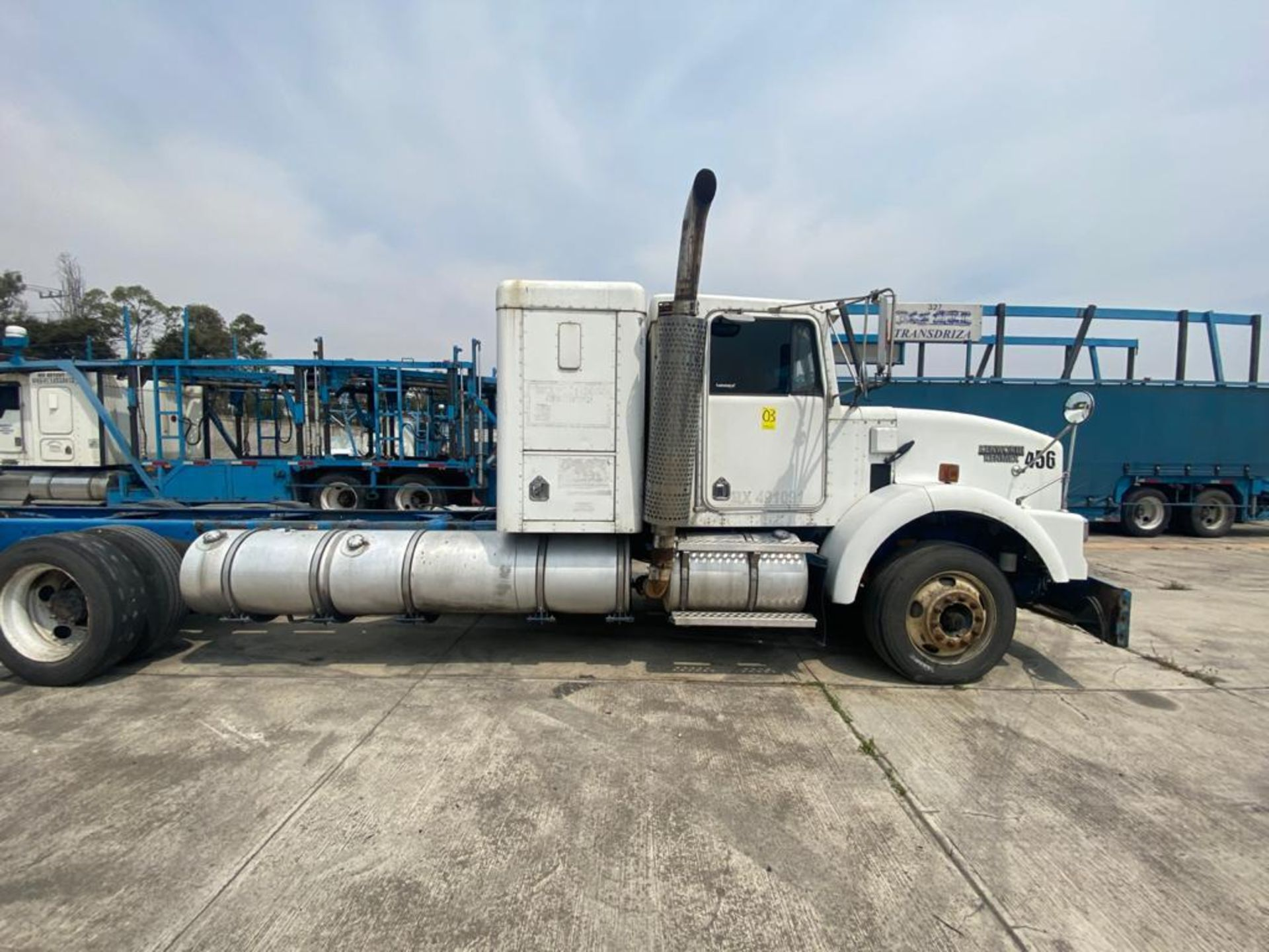 1999 Kenworth Sleeper truck tractor, standard transmission of 18 speeds - Image 22 of 62