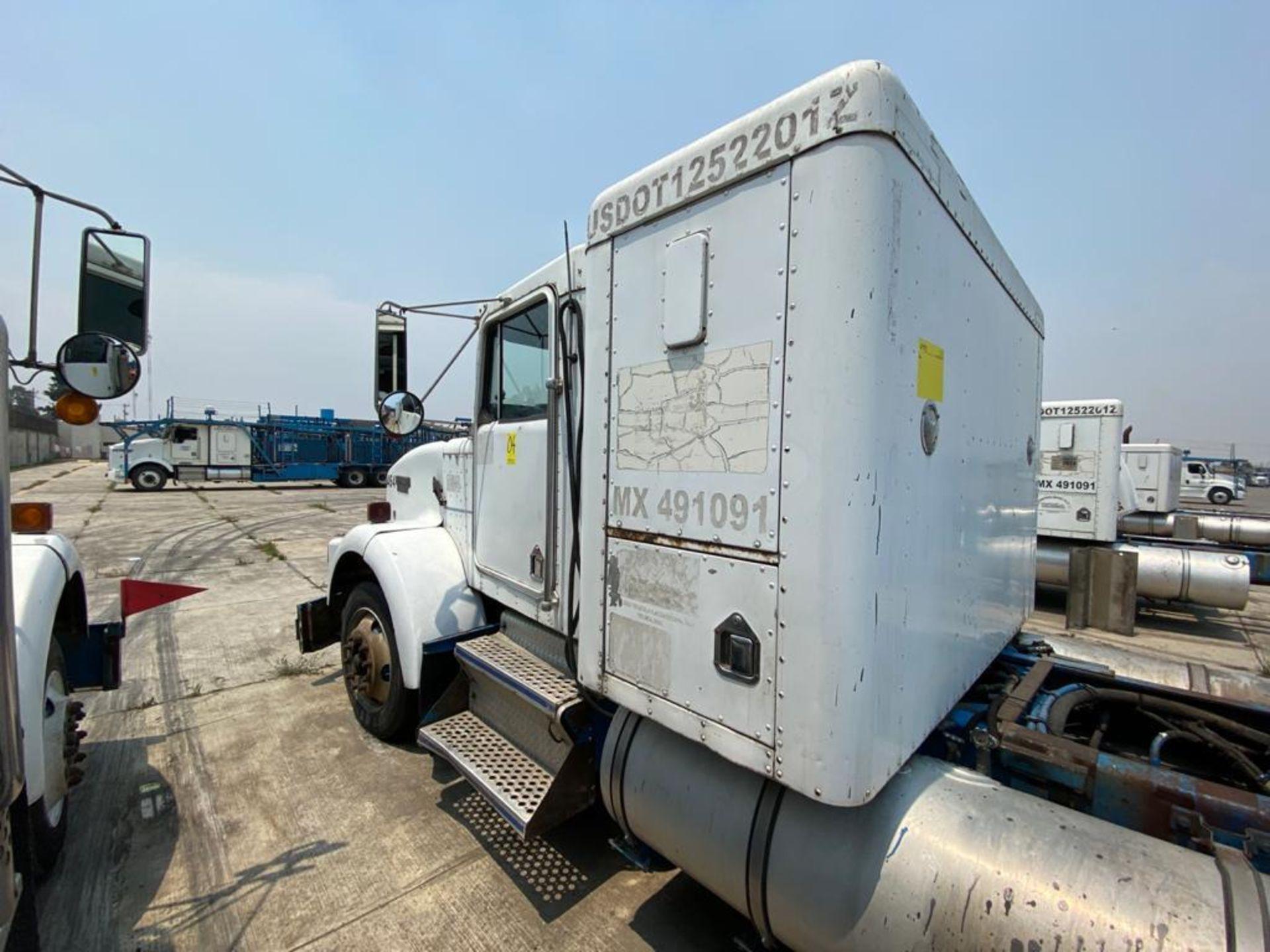1999 Kenworth Sleeper truck tractor, standard transmission of 18 speeds - Image 12 of 70