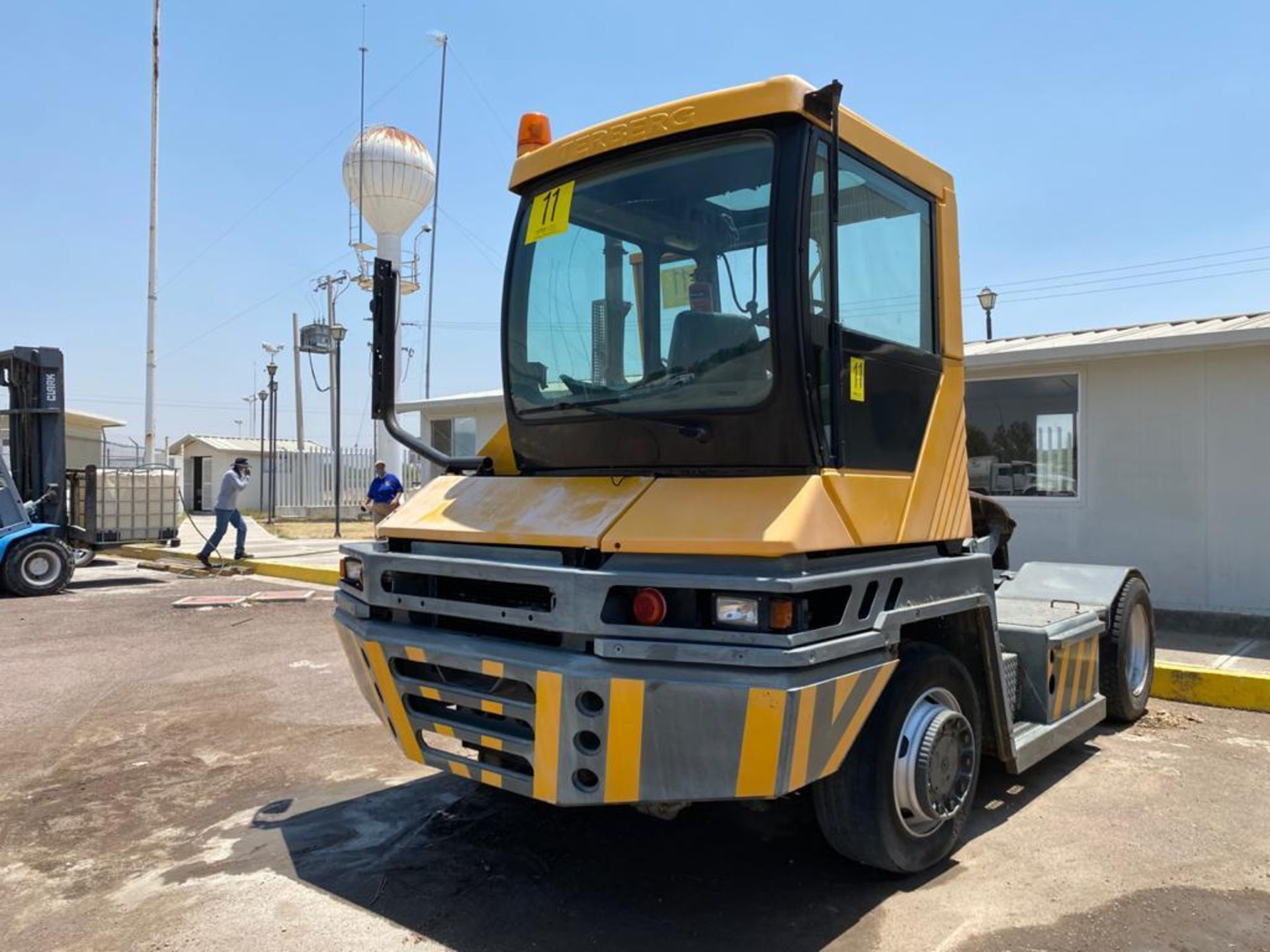 Terberg Capacity 2002 Terminal Tractor, automatic transmission, with Volvo motor - Image 5 of 57