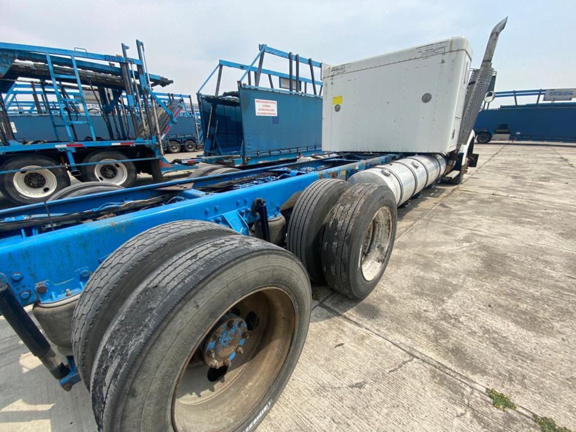 1999 Kenworth Sleeper truck tractor, standard transmission of 18 speeds - Image 19 of 62