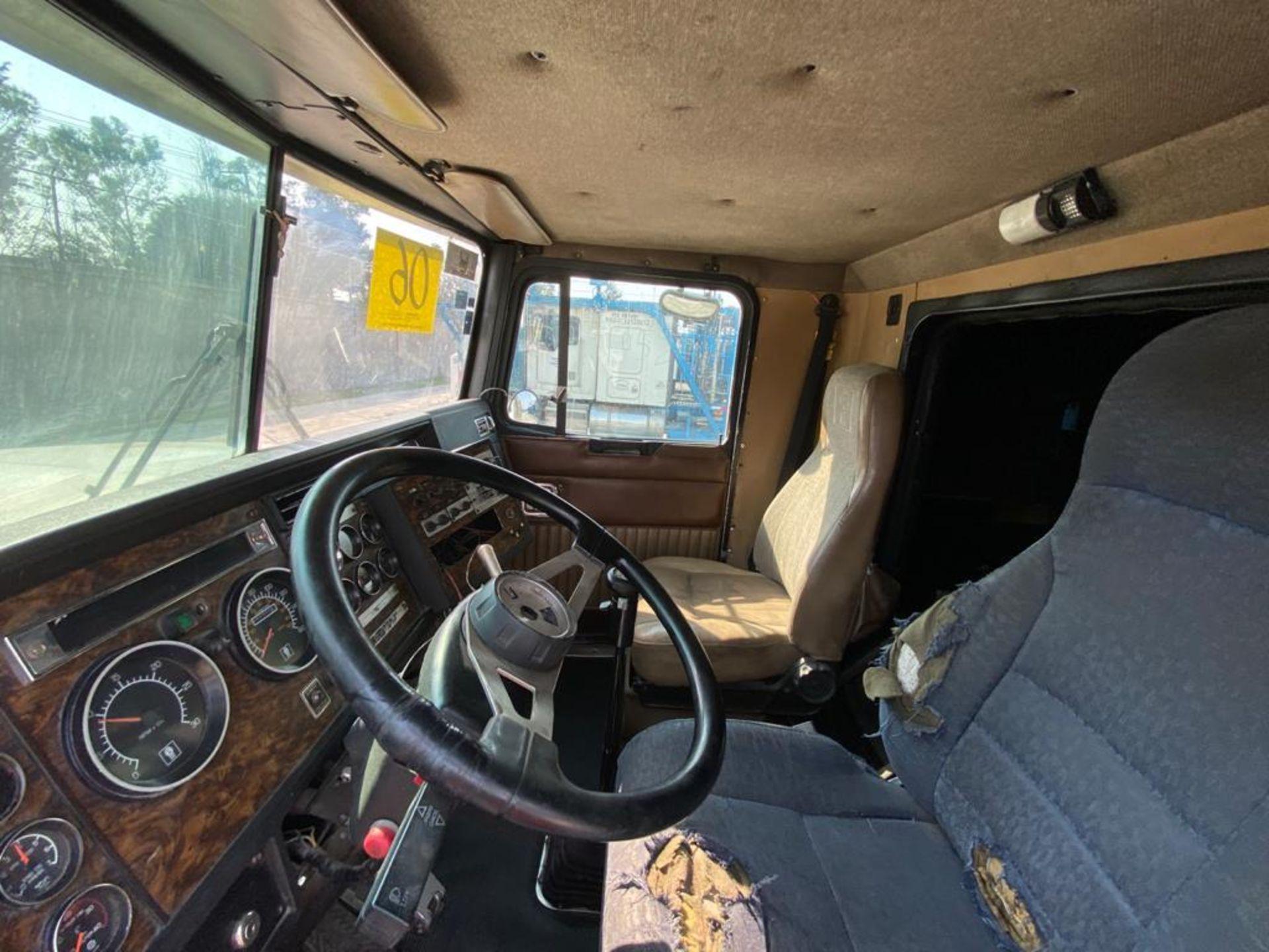 1998 Kenworth Sleeper truck tractor, standard transmission of 18 speeds - Image 44 of 75