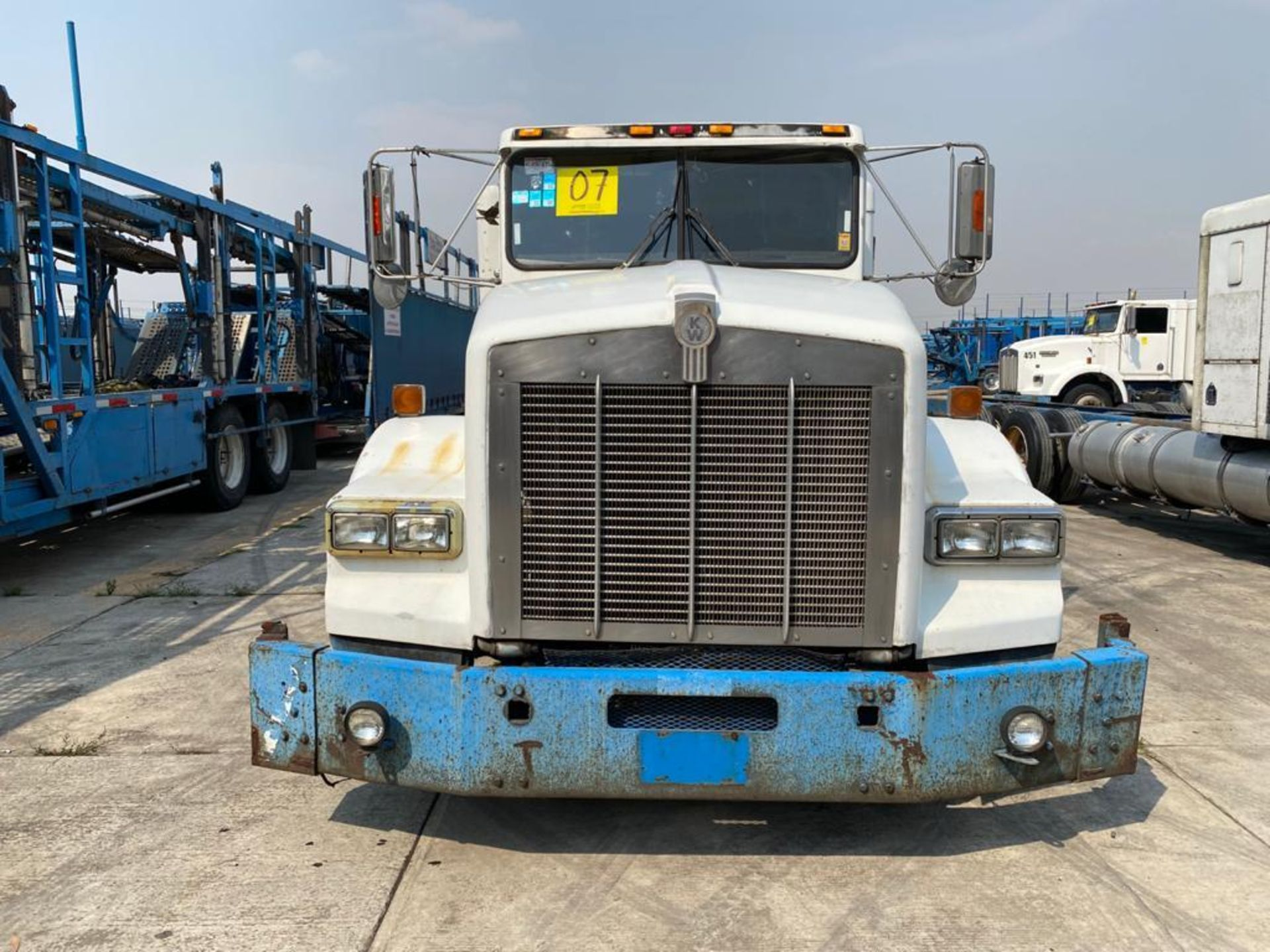 1999 Kenworth Sleeper truck tractor, standard transmission of 18 speeds - Image 4 of 72