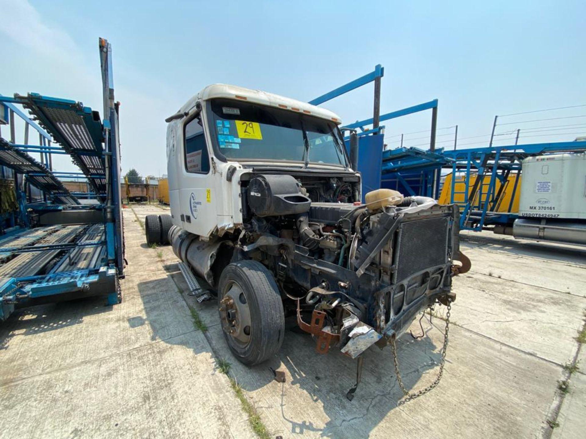 2001 Volvo Sleeper Truck Tractor, estándar transmissión of 18 speeds, with Volvo motor