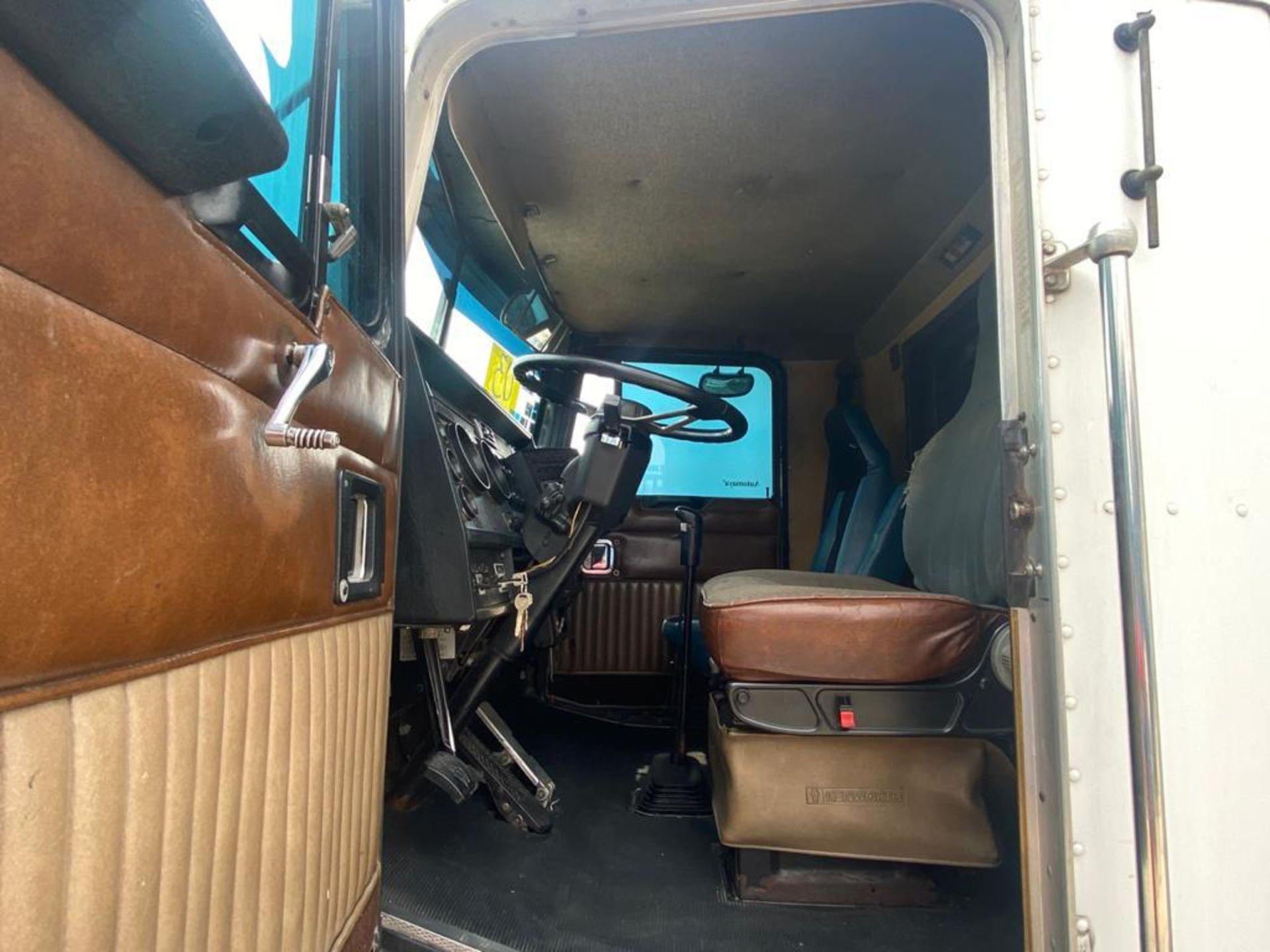1999 Kenworth Sleeper truck tractor, standard transmission of 18 speeds - Image 25 of 62
