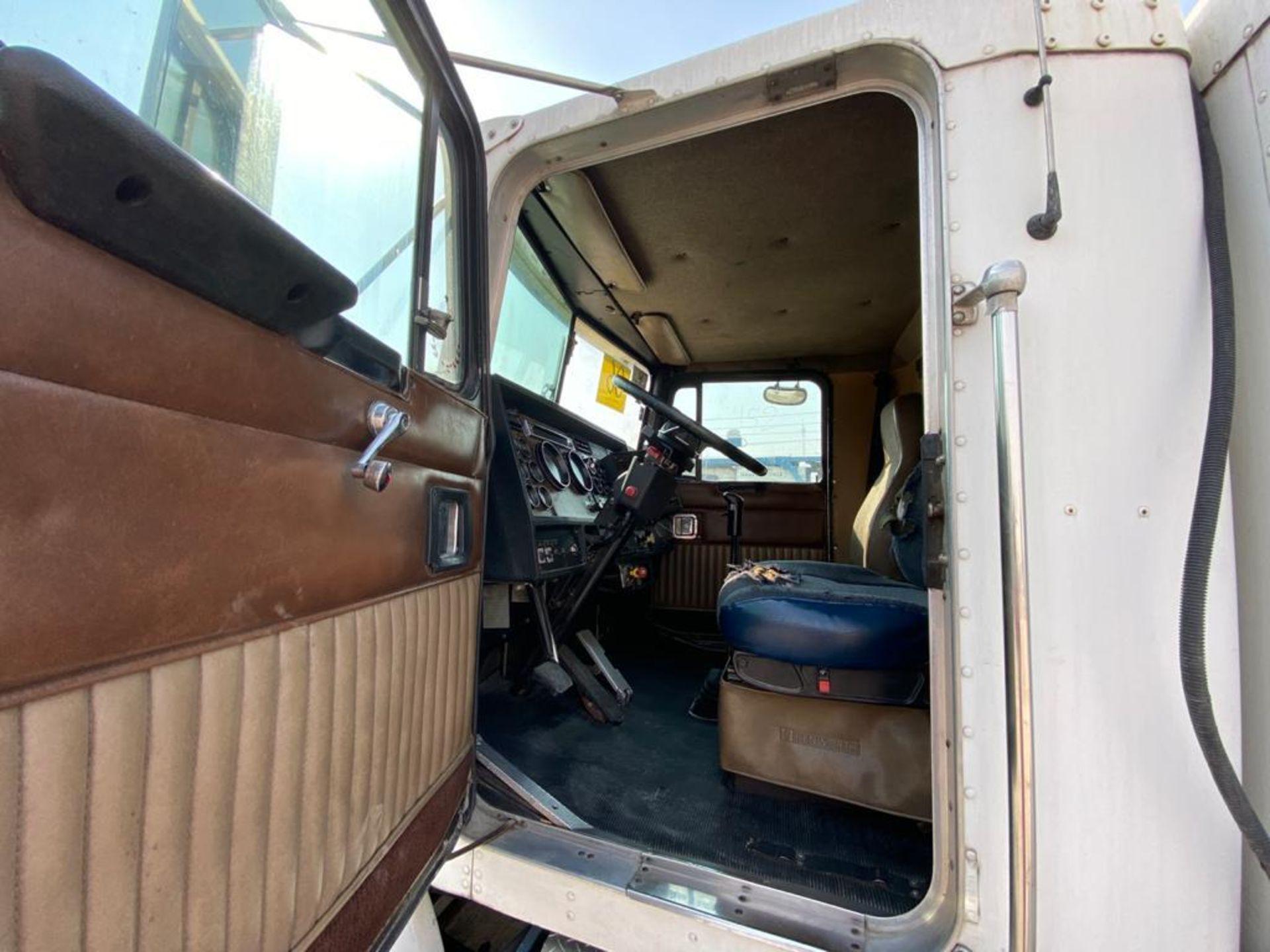 1998 Kenworth Sleeper truck tractor, standard transmission of 18 speeds - Image 29 of 75