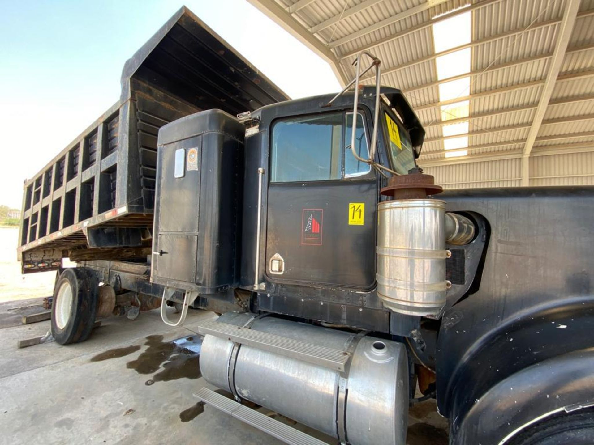 1983 Kenworth Dump Truck, standard transmission of 10 speeds, with Cummins motor - Image 16 of 68