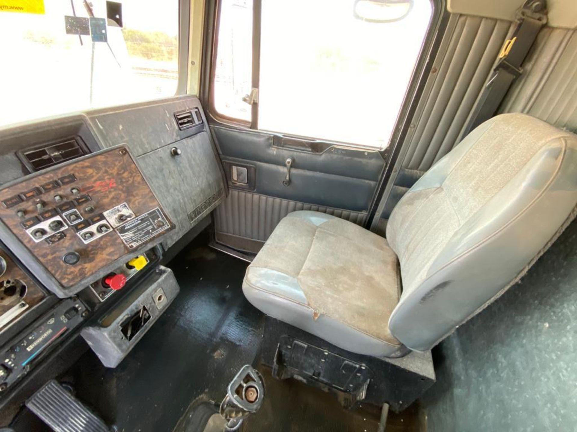 1998 Kenworth 5000 Gallon, standard transmission of 16 speeds - Image 26 of 68