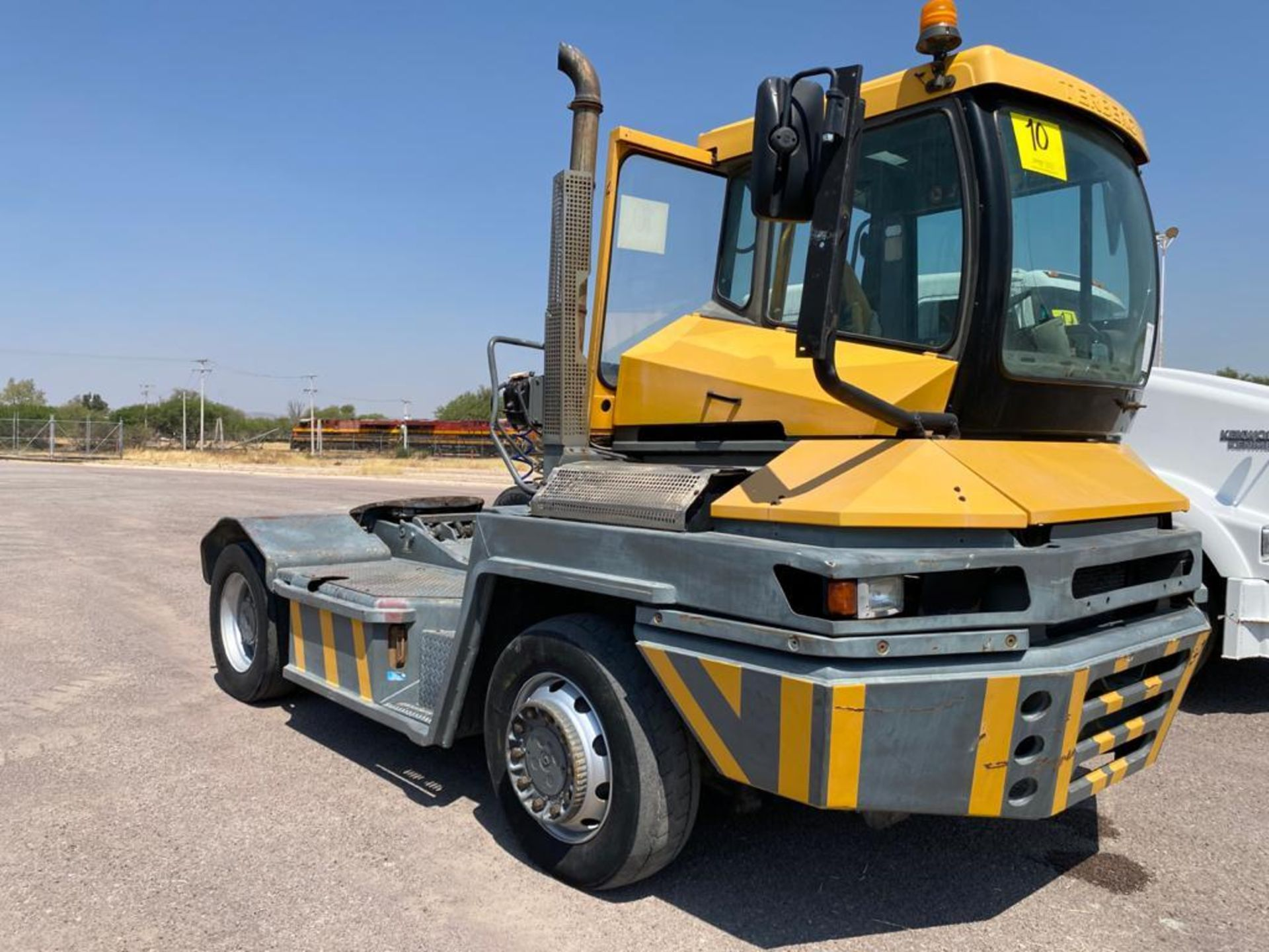 Terberg Capacity 2002 Terminal Tractor, automatic transmission, with Volvo motor - Image 2 of 28