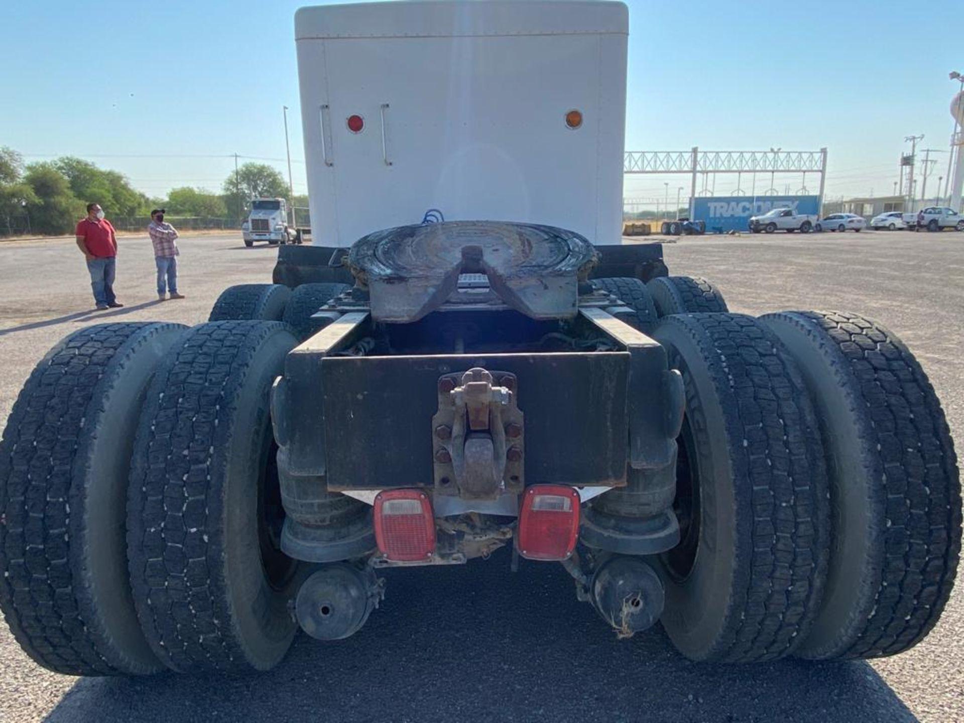 1998 Kenworth Sleeper Truck Tractor, standard transmission of 18 speeds - Image 12 of 55