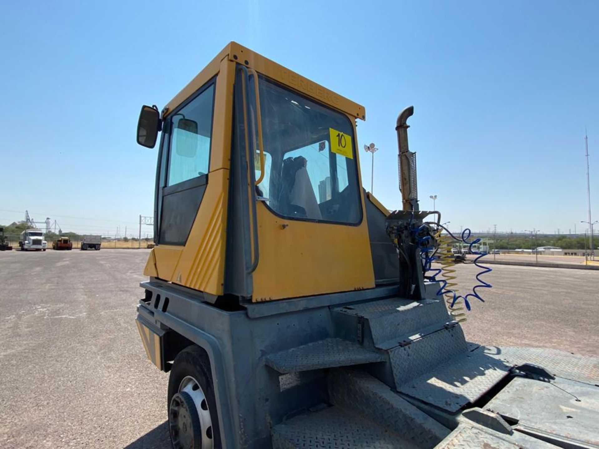 Terberg Capacity 2002 Terminal Tractor, automatic transmission, with Volvo motor - Image 13 of 28